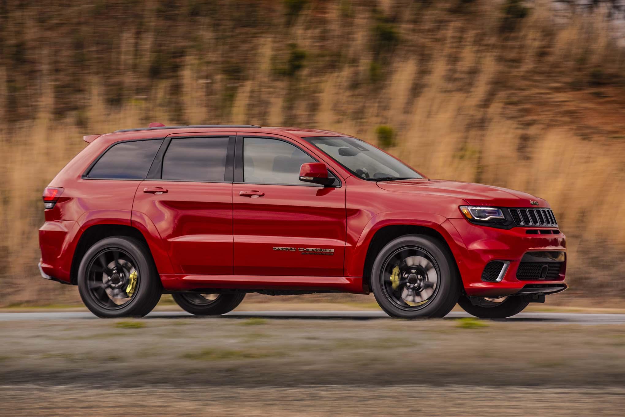 2018 Jeep Grand Cherokee Trackhawk Side In Motion 02