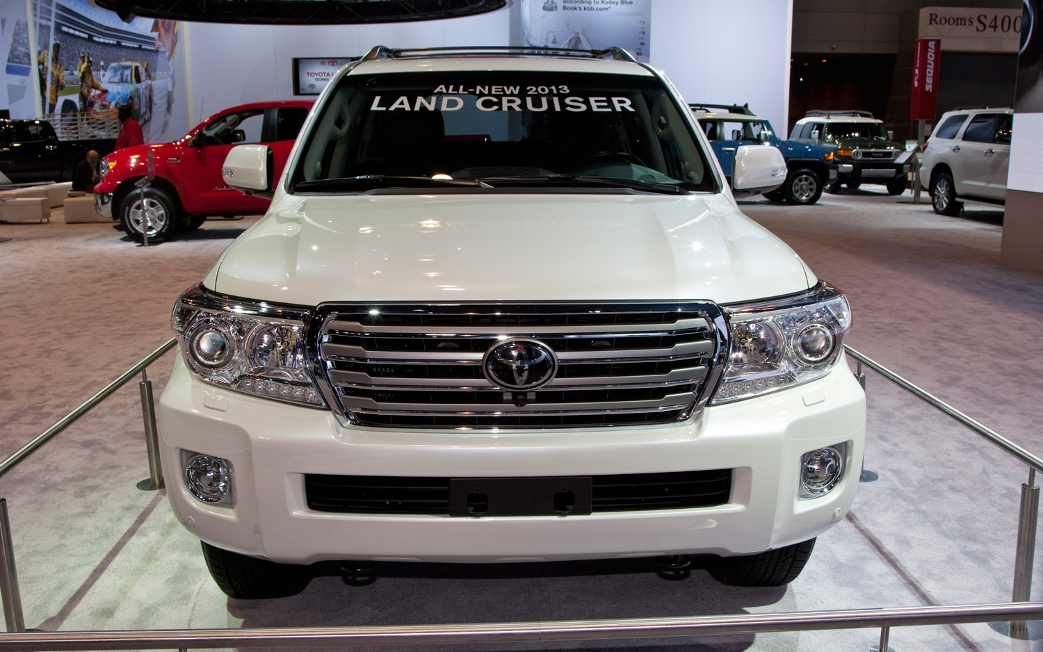 primer vistazo toyota land cruiser 2013 chicago auto. Black Bedroom Furniture Sets. Home Design Ideas