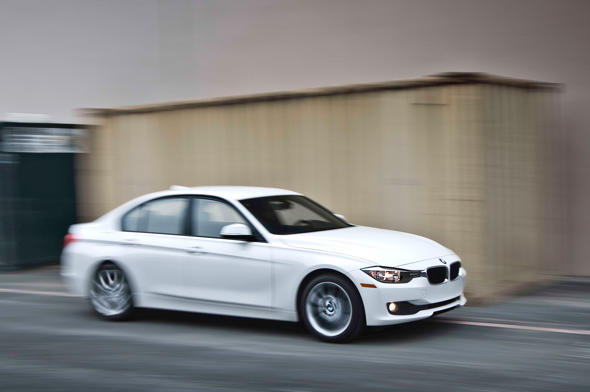 com 320 The bmw 320 is a sedan great for luxury shoppers carscom has the features of every 320 model year -- see if it's right for you.