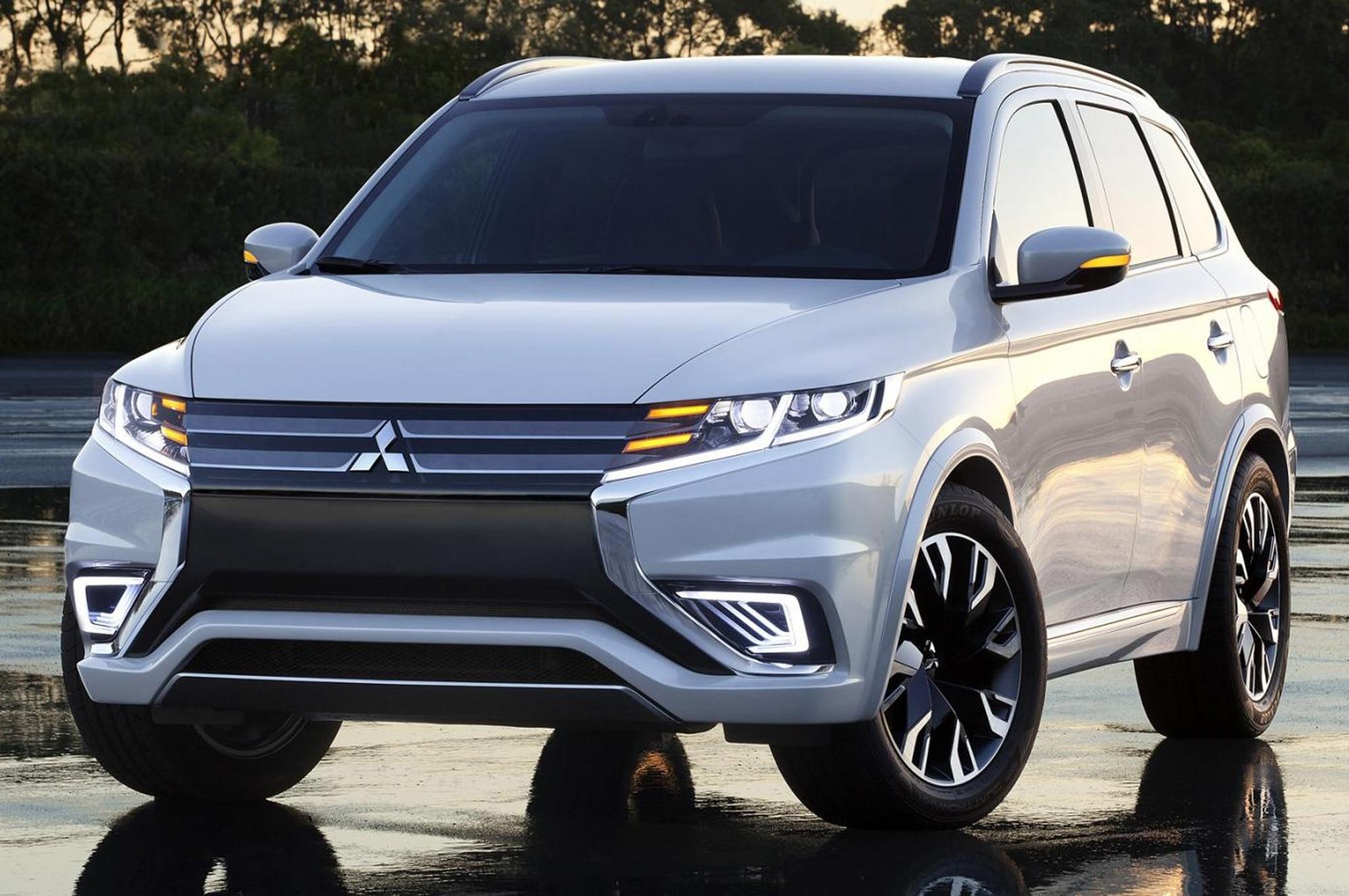 Mitsubishi Outlander PHEV Concept S Front Three Quarter 2