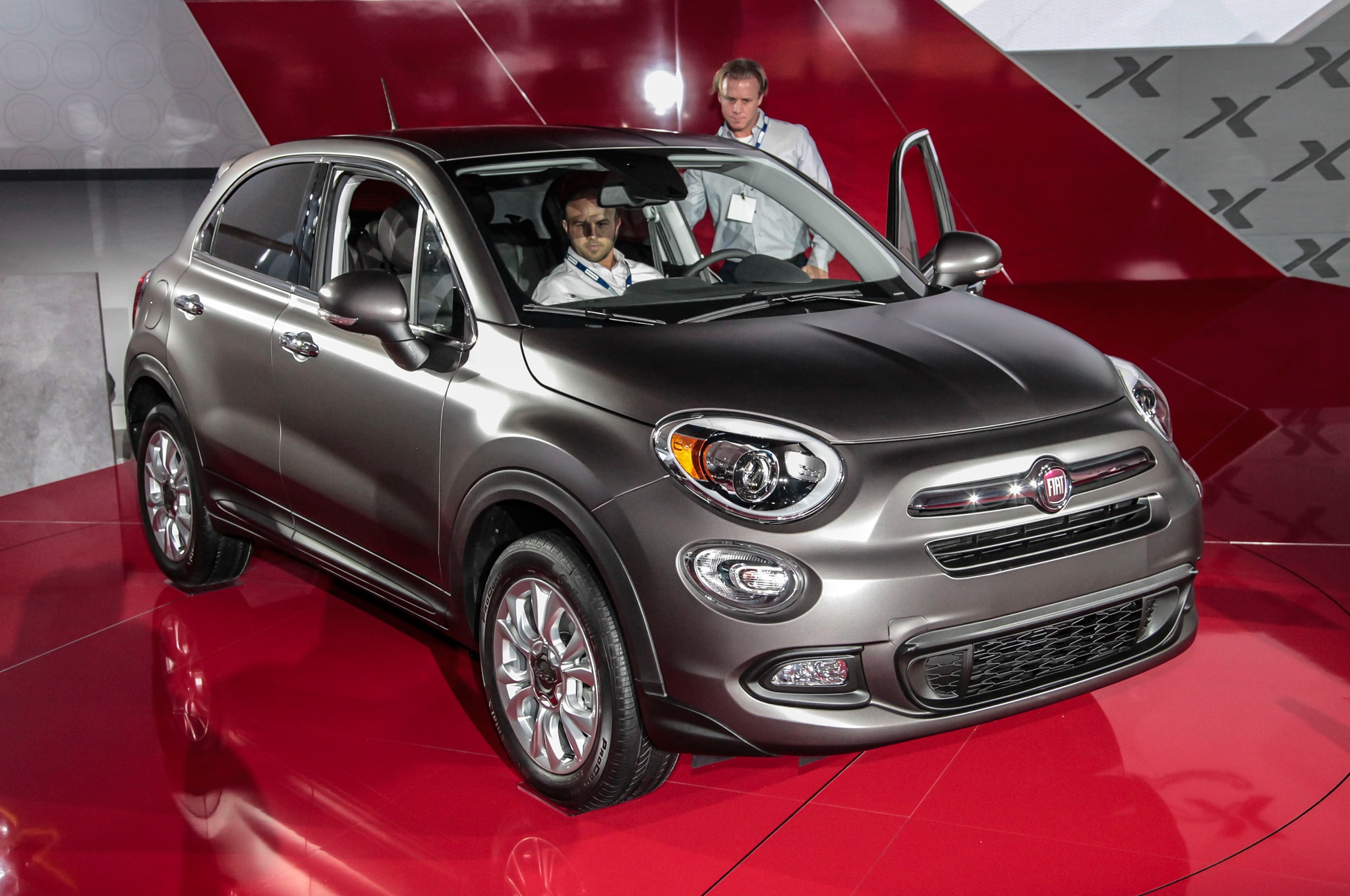 fiat 500x 2016 primer vistazo. Black Bedroom Furniture Sets. Home Design Ideas