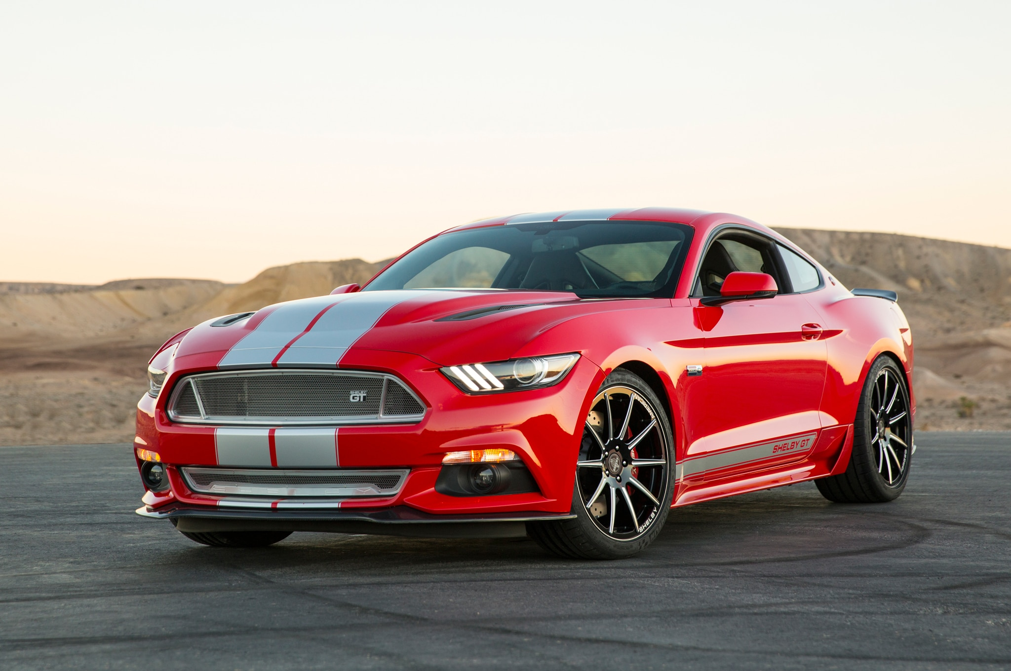 shelby gt 2015 es un ford mustang modificado de 627 hp. Black Bedroom Furniture Sets. Home Design Ideas