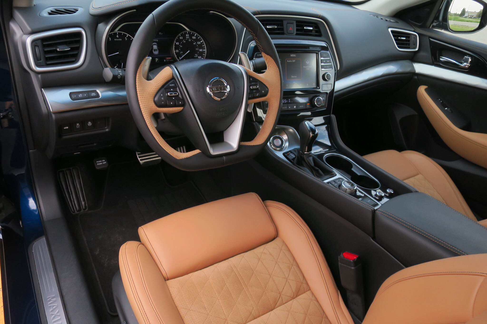 nissan maxima sr 2016 obtiene edici n midnight. Black Bedroom Furniture Sets. Home Design Ideas