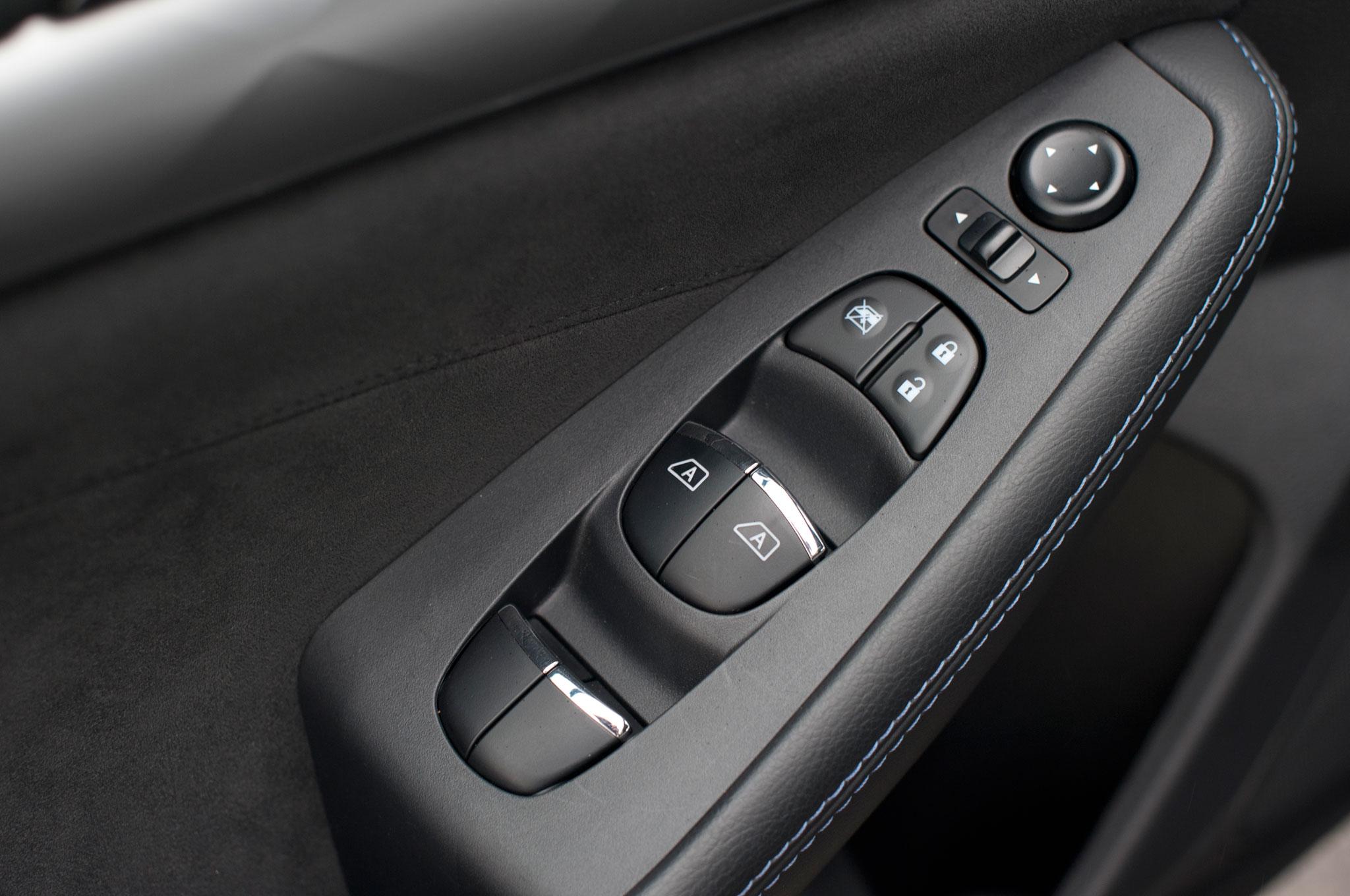 Nissan Maxima: Power windows