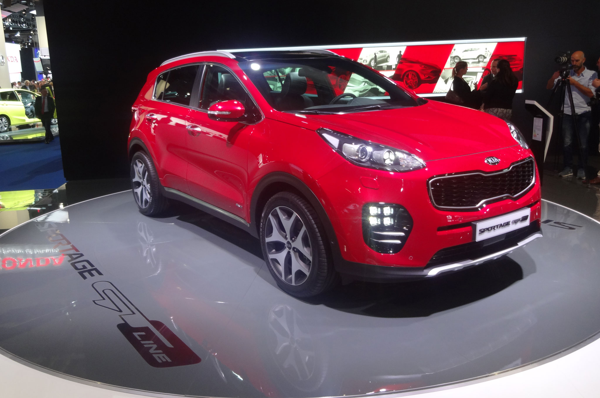 European Spec 2017 Kia Sportage GT Line Front Side View1