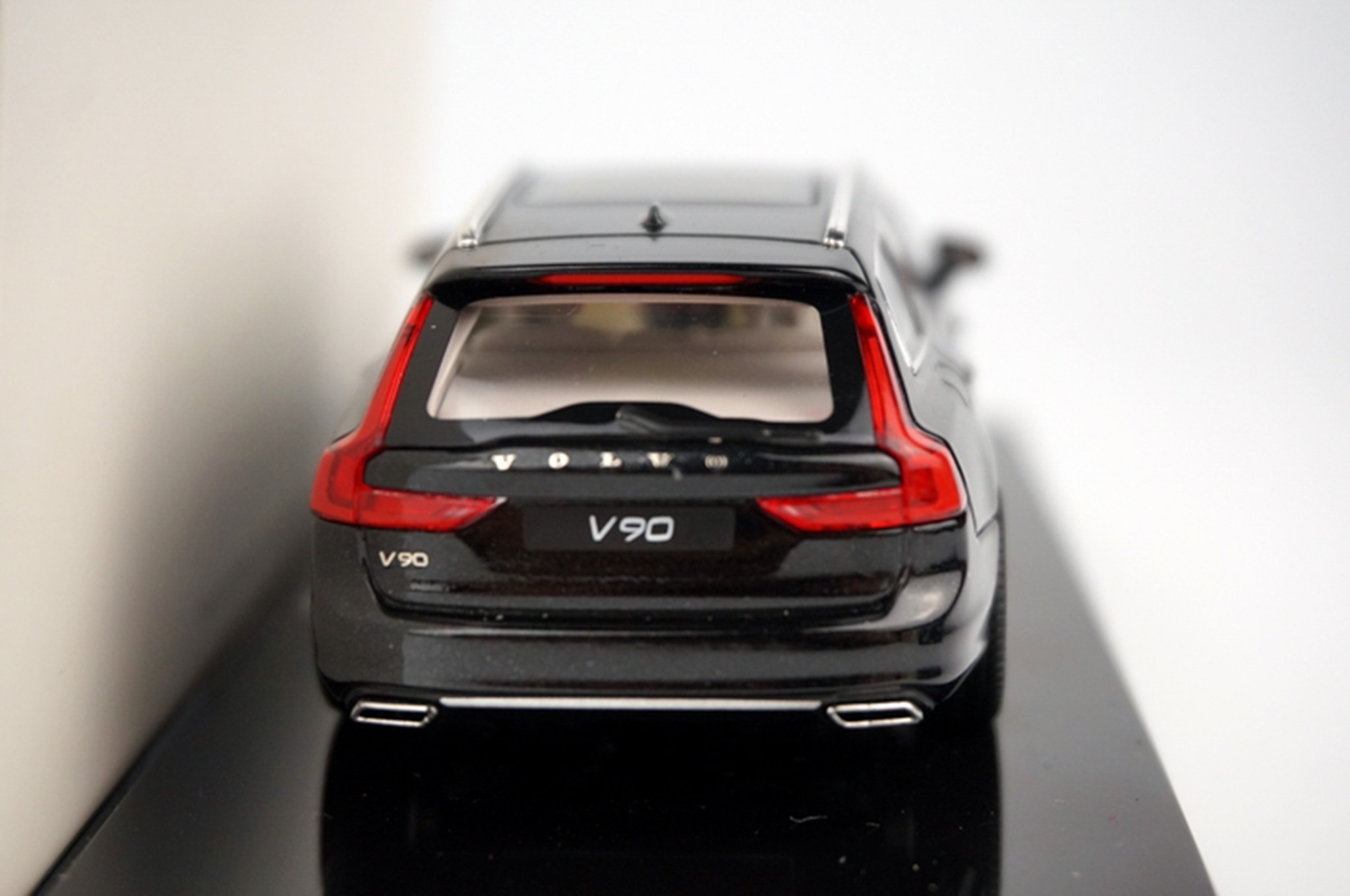 volvo v90 wagon es revelado en modelo a escala. Black Bedroom Furniture Sets. Home Design Ideas