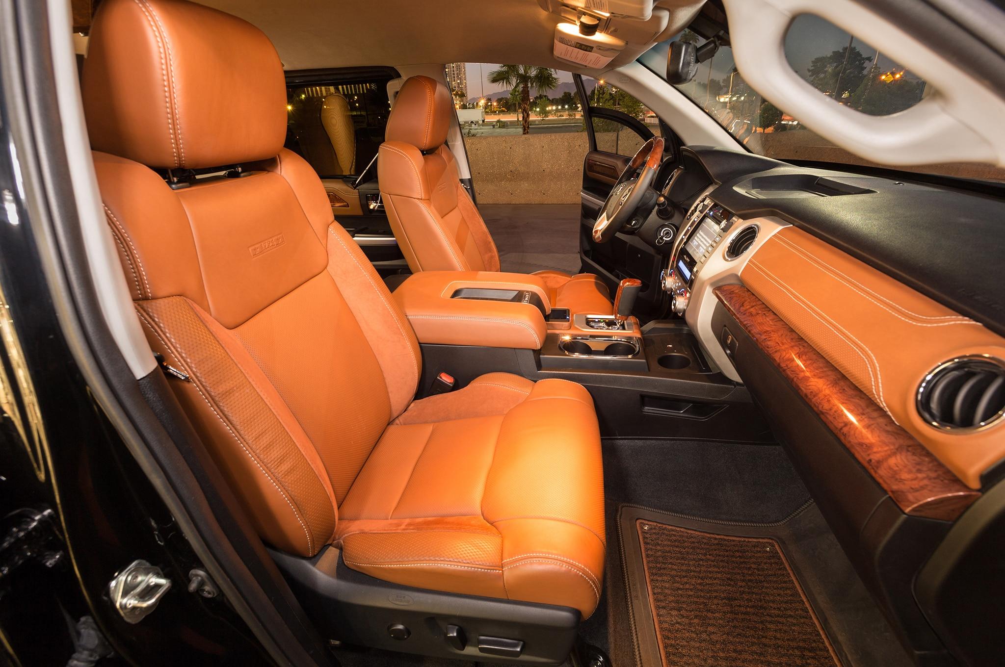 Limusina de Toyota Tundra llega a SEMA