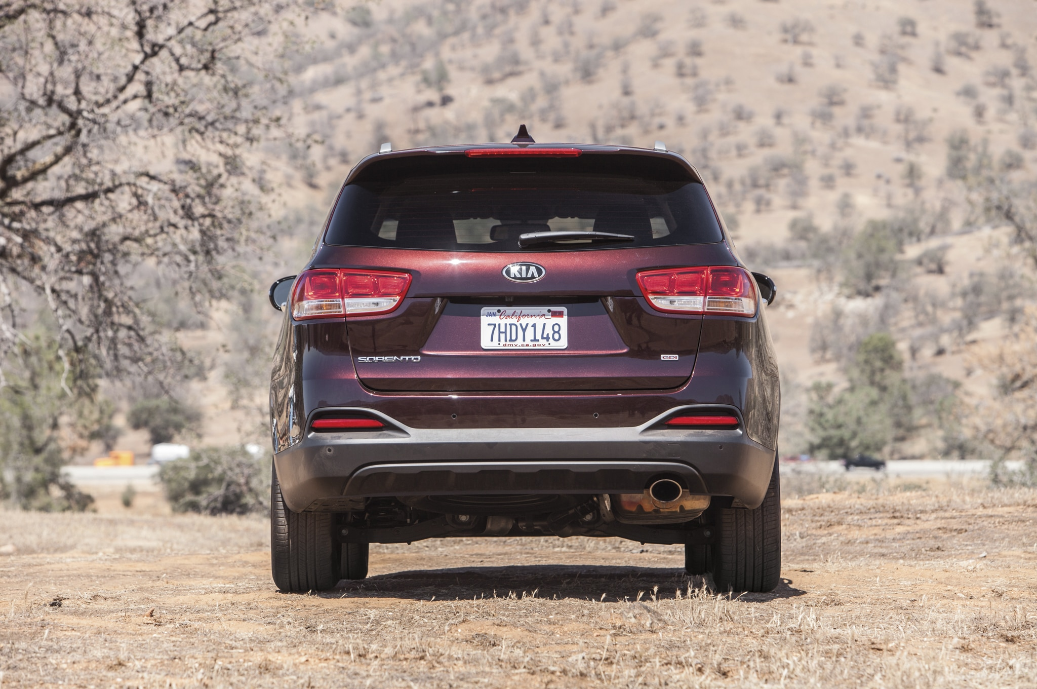 2016-Kia-Sorento-LX-rear-end