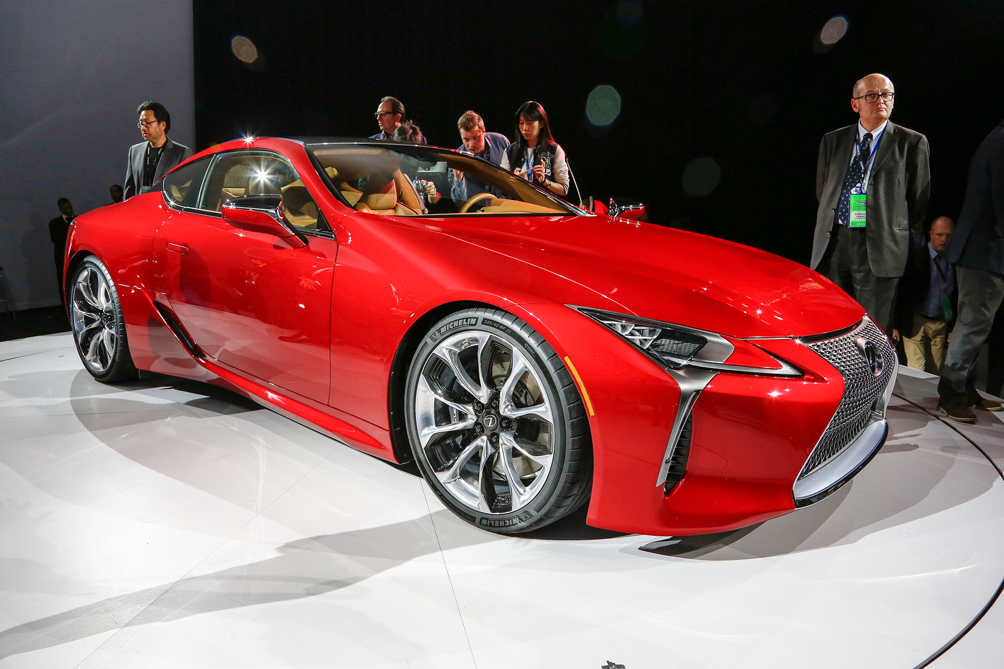 2018 Lexus LC 500 Front Three Quarter11