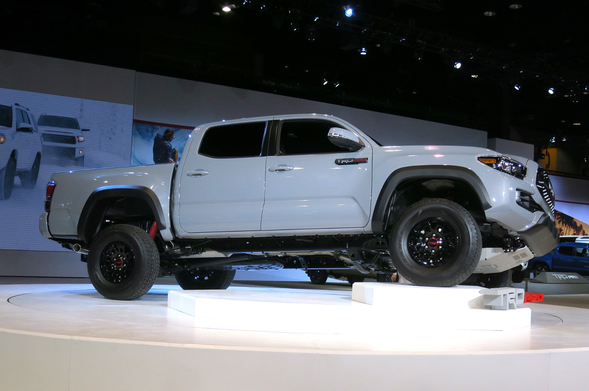 toyota tacoma trd pro 2017 primer vistazo. Black Bedroom Furniture Sets. Home Design Ideas