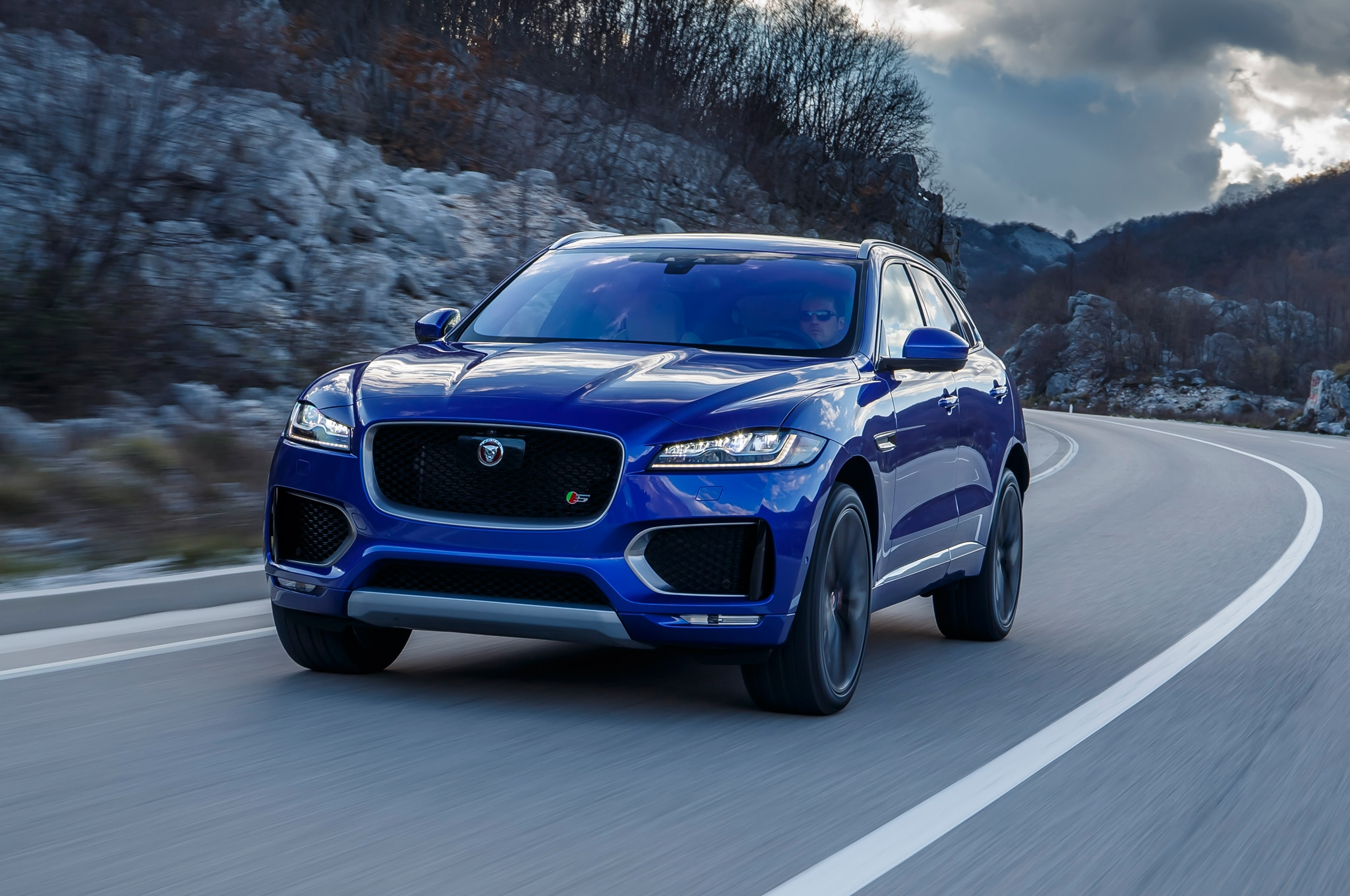 jaguar f pace 2017 primer manejo. Black Bedroom Furniture Sets. Home Design Ideas