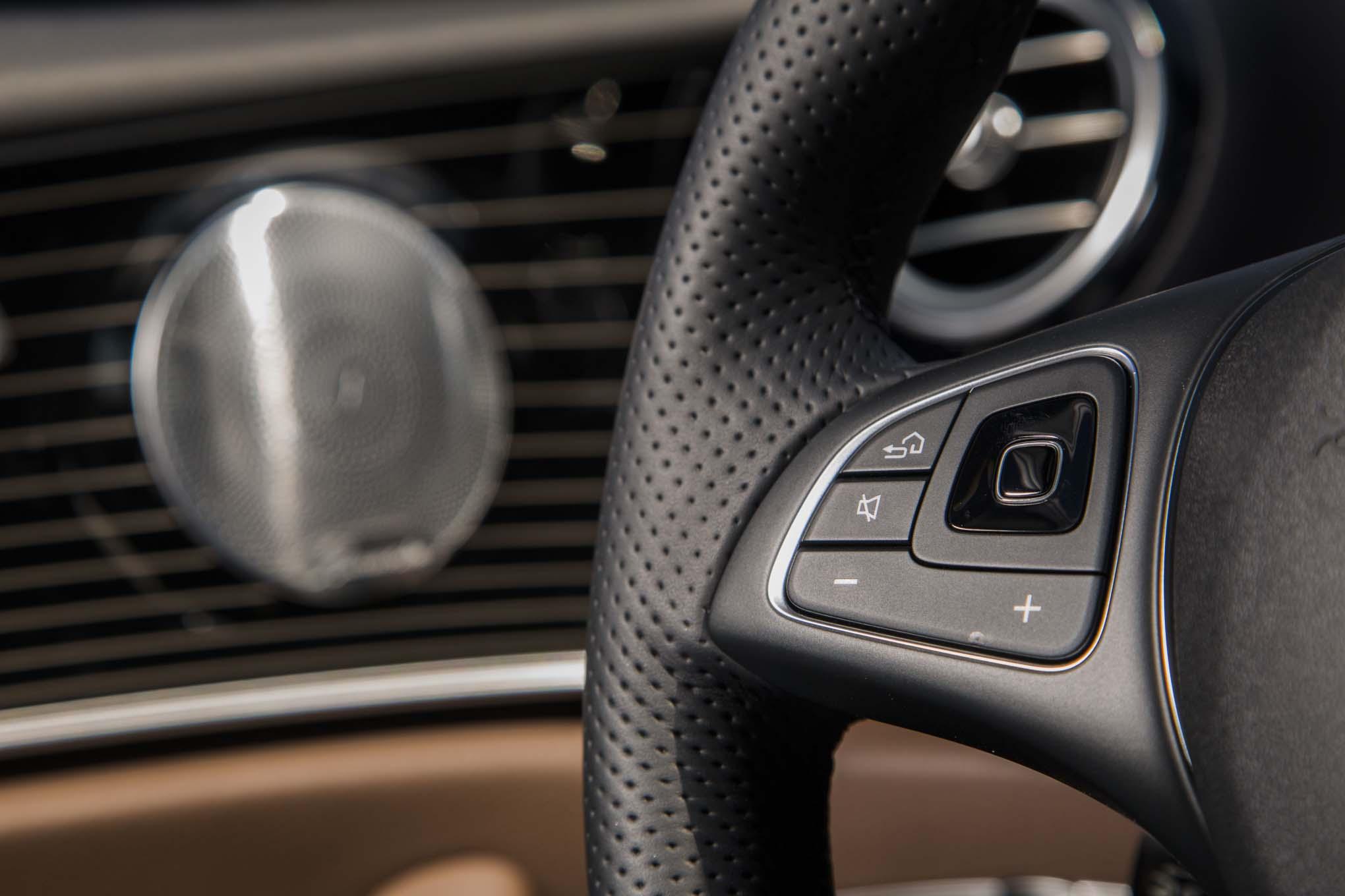 Mercedes benz e300 4matic 2017 primera prueba motor for Mercedes benz steering wheel control buttons