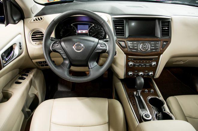 2017 Nissan Pathfinder cockpit