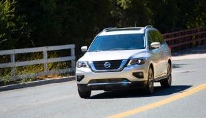 2017 Nissan Pathfinder 03 300x173