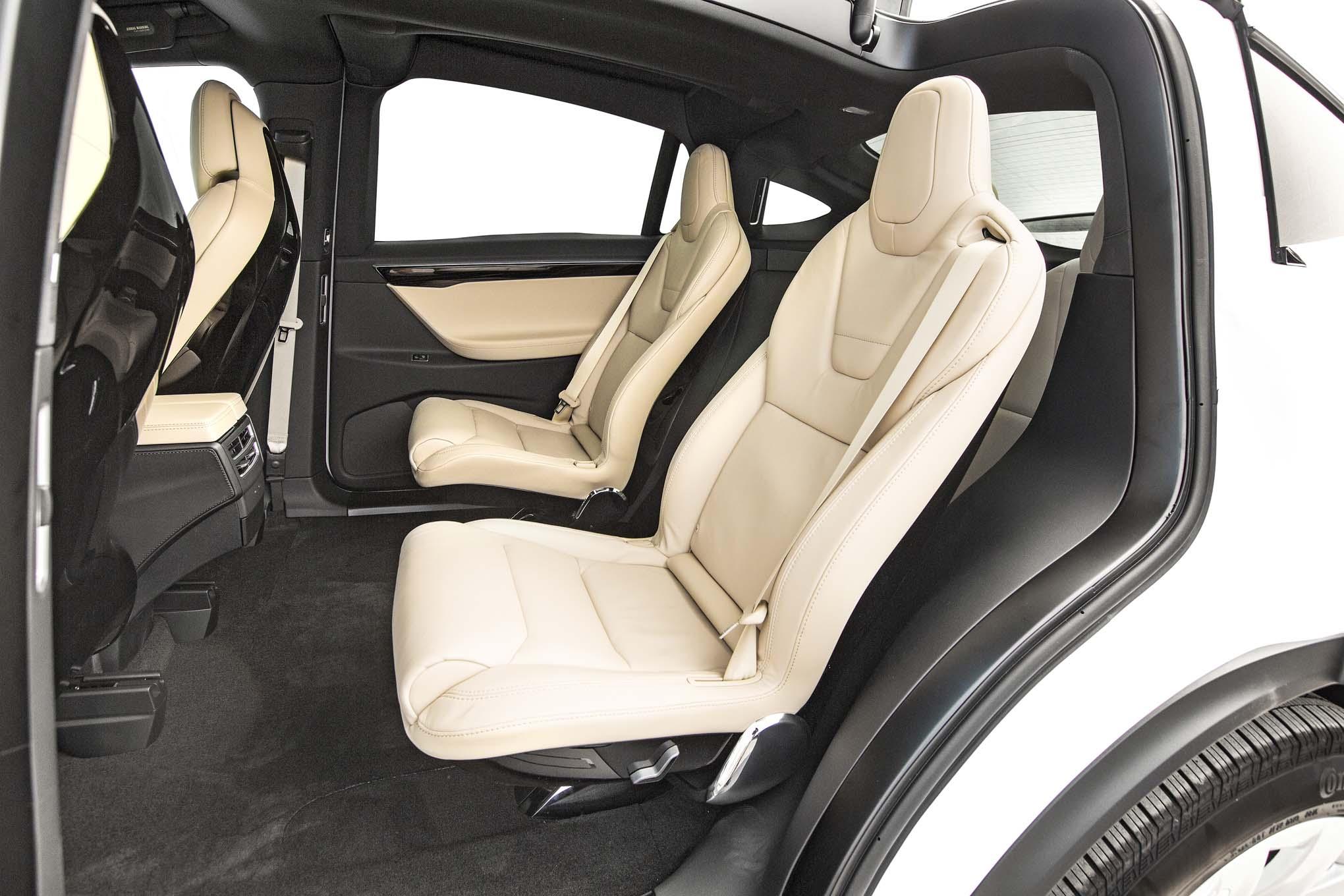 Tesla model x 75d 2016 primera prueba motor trend en for Interior back doors