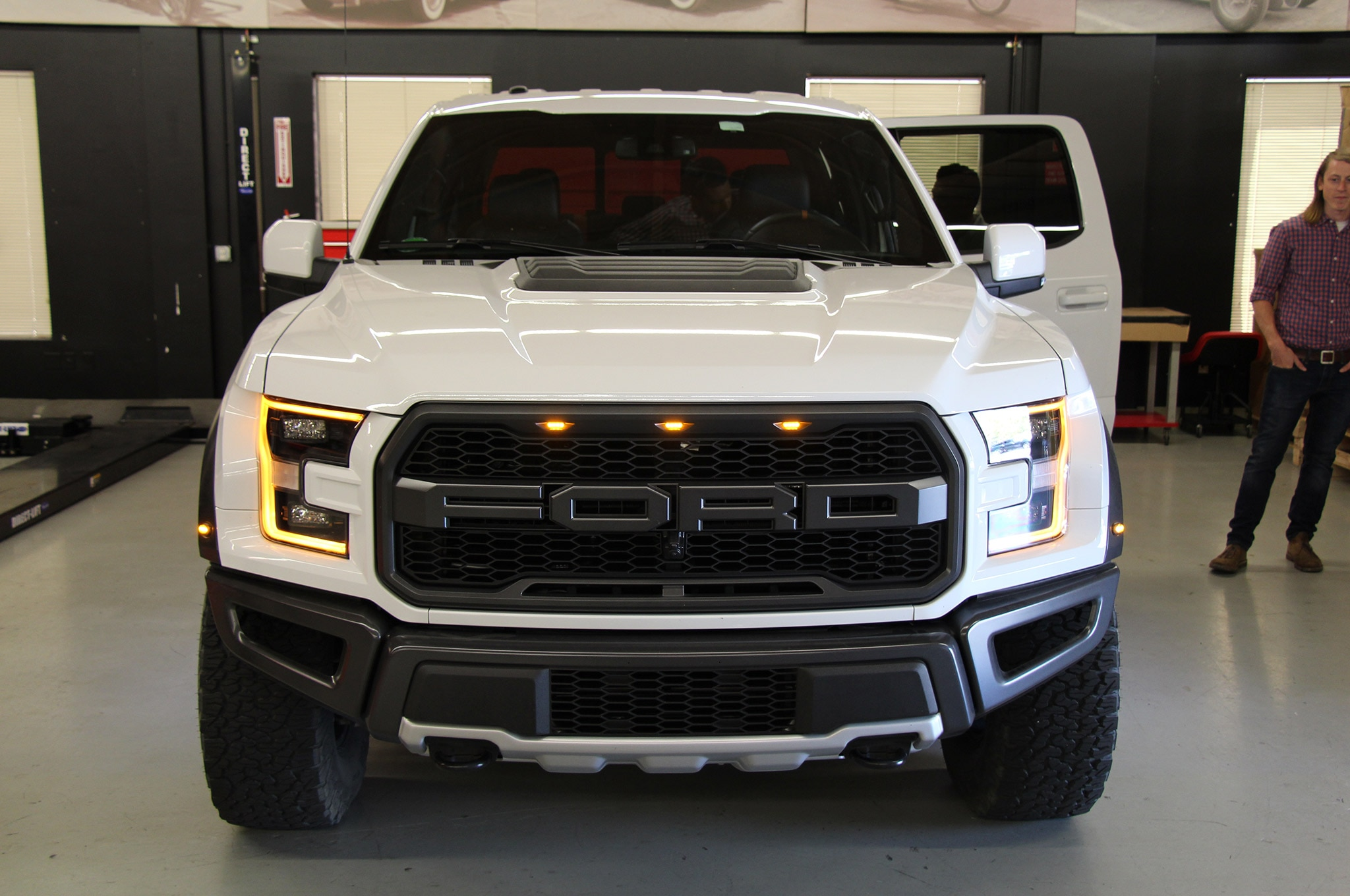 ford raptor 2017 produce 450 caballos de fuerza motor. Black Bedroom Furniture Sets. Home Design Ideas