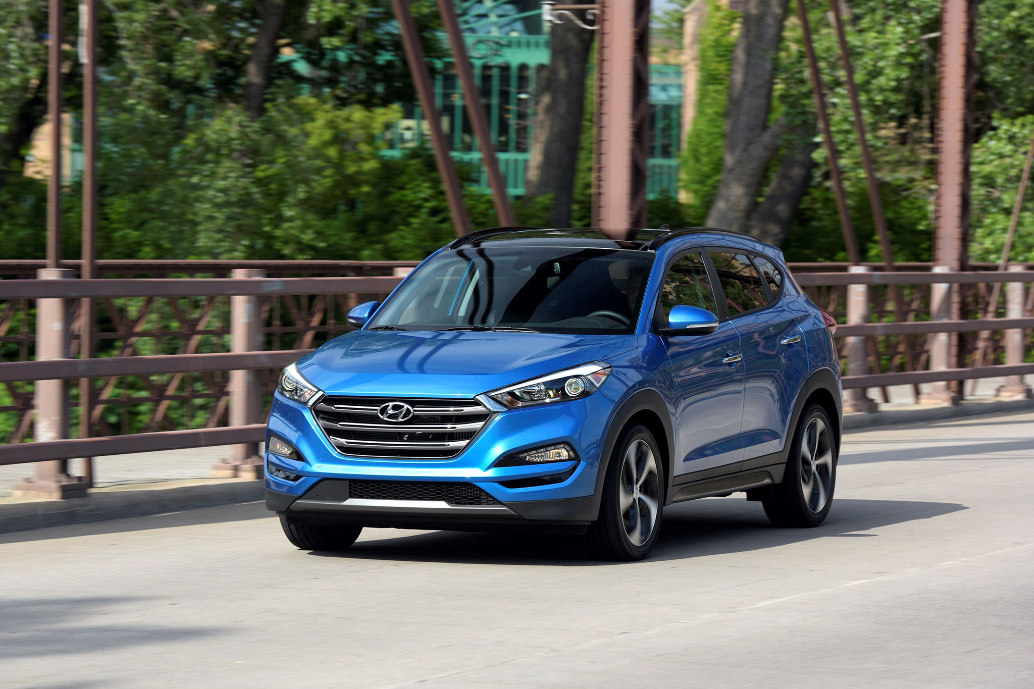 2017 Hyundai Tucson Front Three Quarter In Motion 03