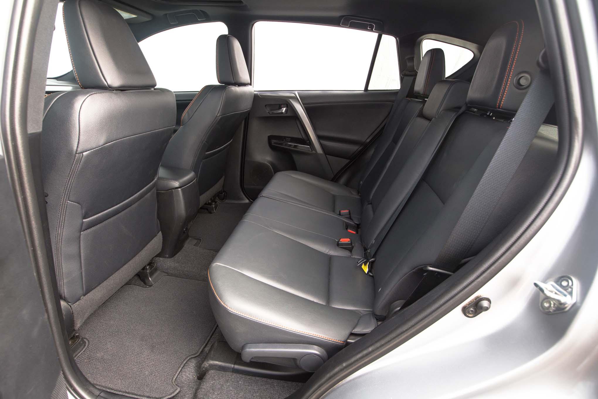 2016 Toyota Rav4 Se Rear Interior Seats Motor Trend En