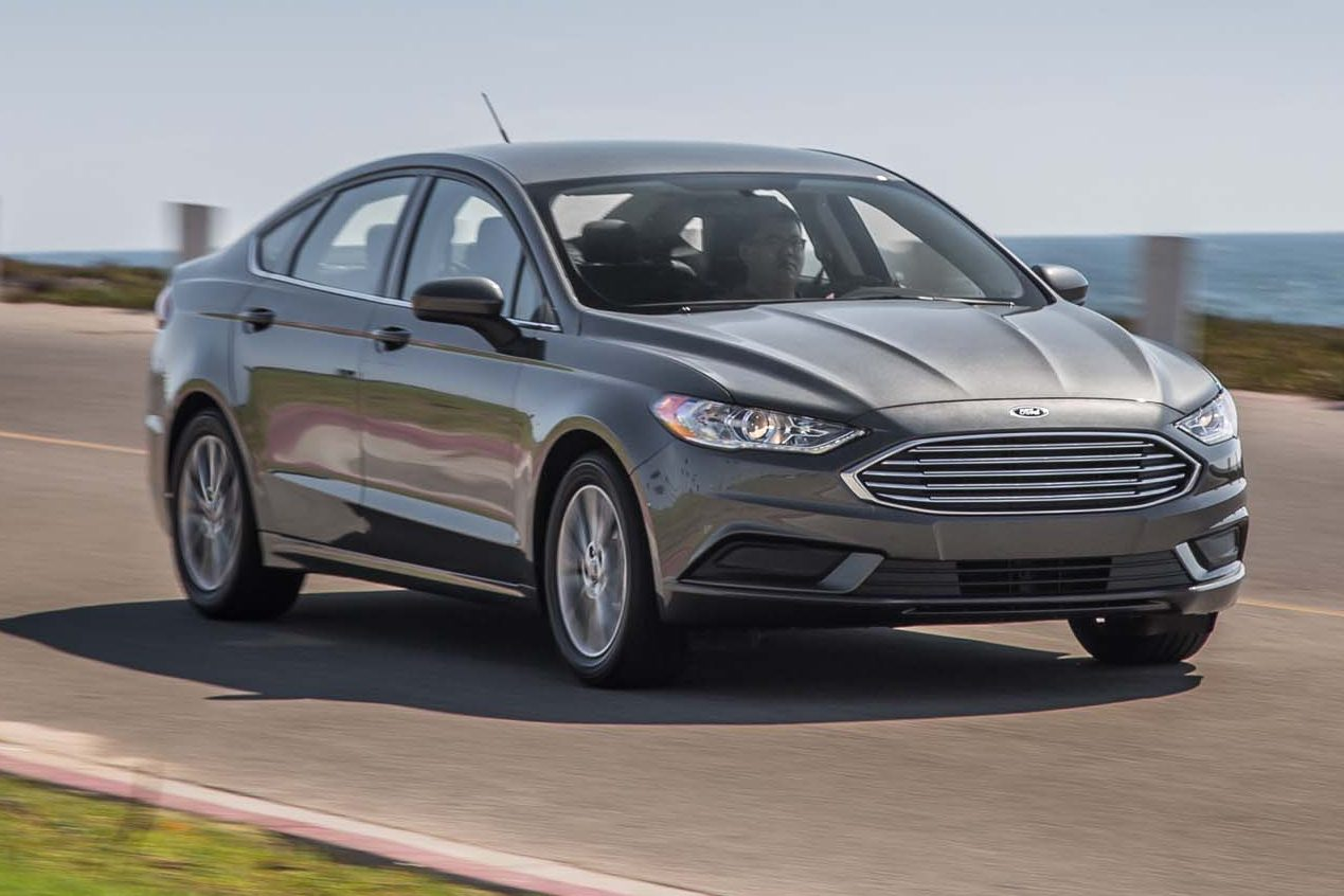 2017 Ford Fusion SE EcoBoost Front Three Quarter In Motion E1475780488761 1