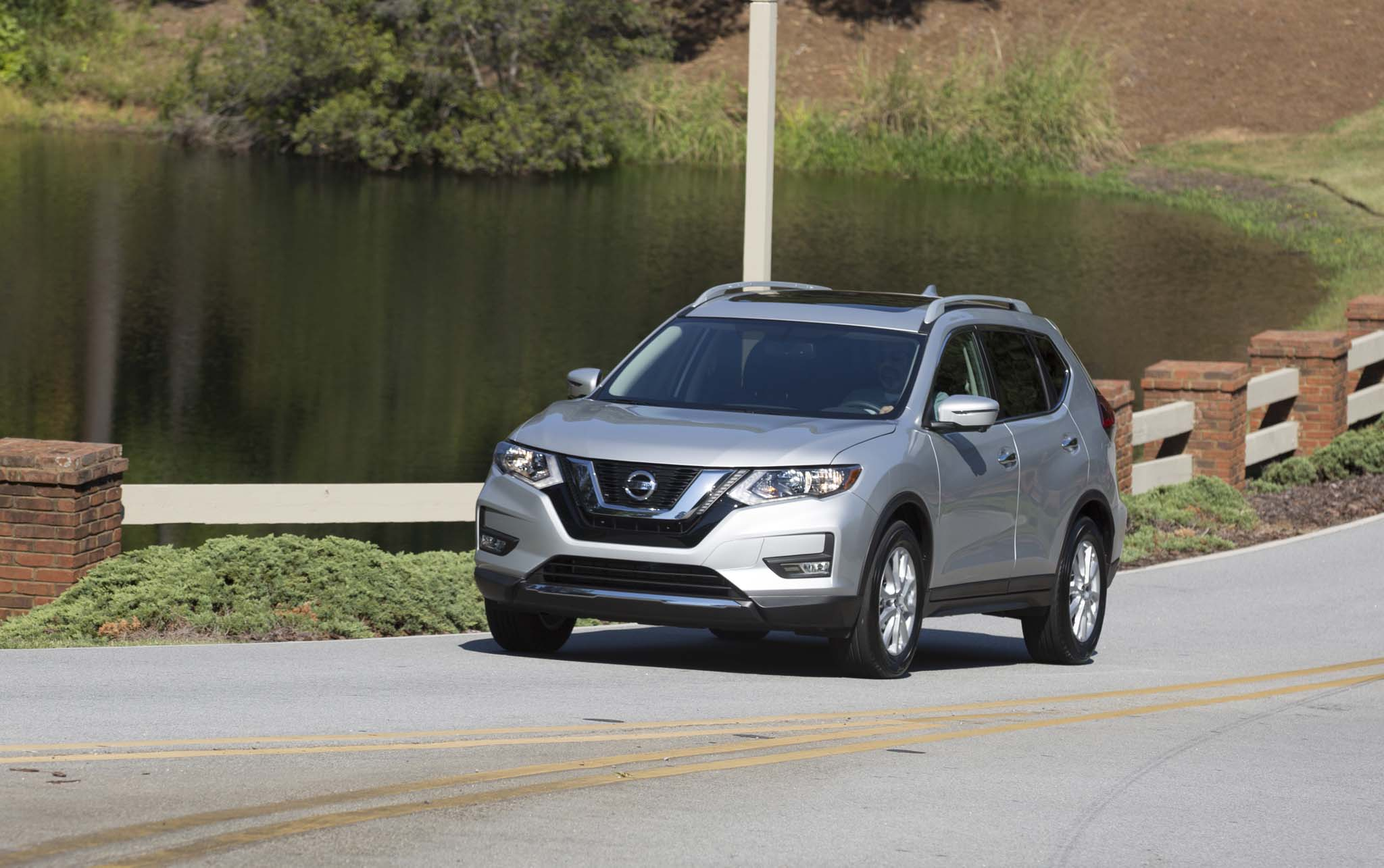 2017 Nissan Rogue Front Three Quarter 08