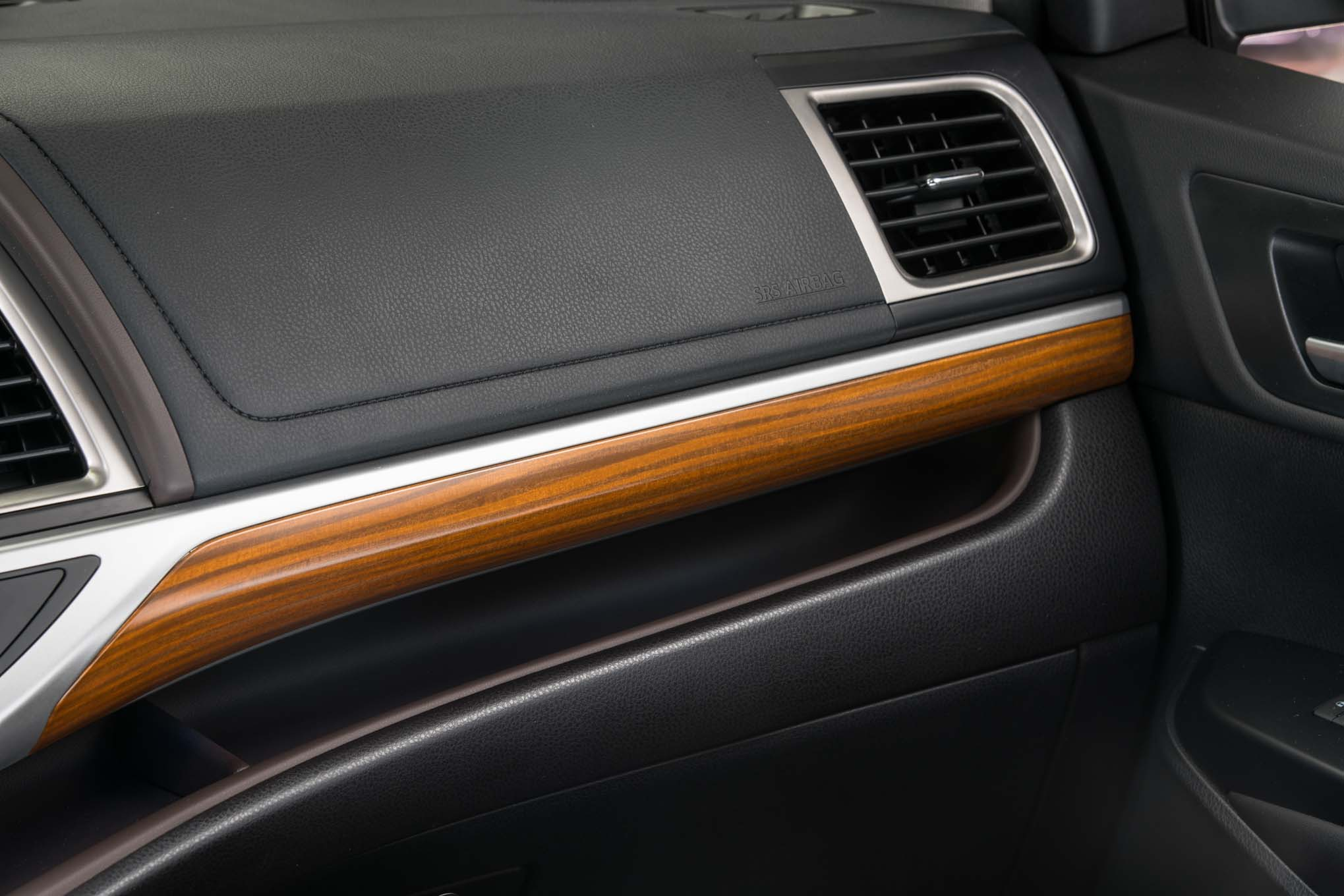 2017 Toyota Highlander Hybrid Limited Platinum interior dashboard details