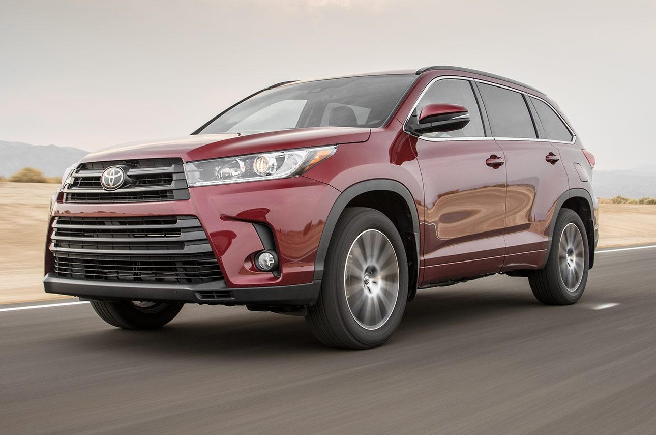 2017 Toyota Highlander SE AWD Front Three Quarters In Motion E1475253754882