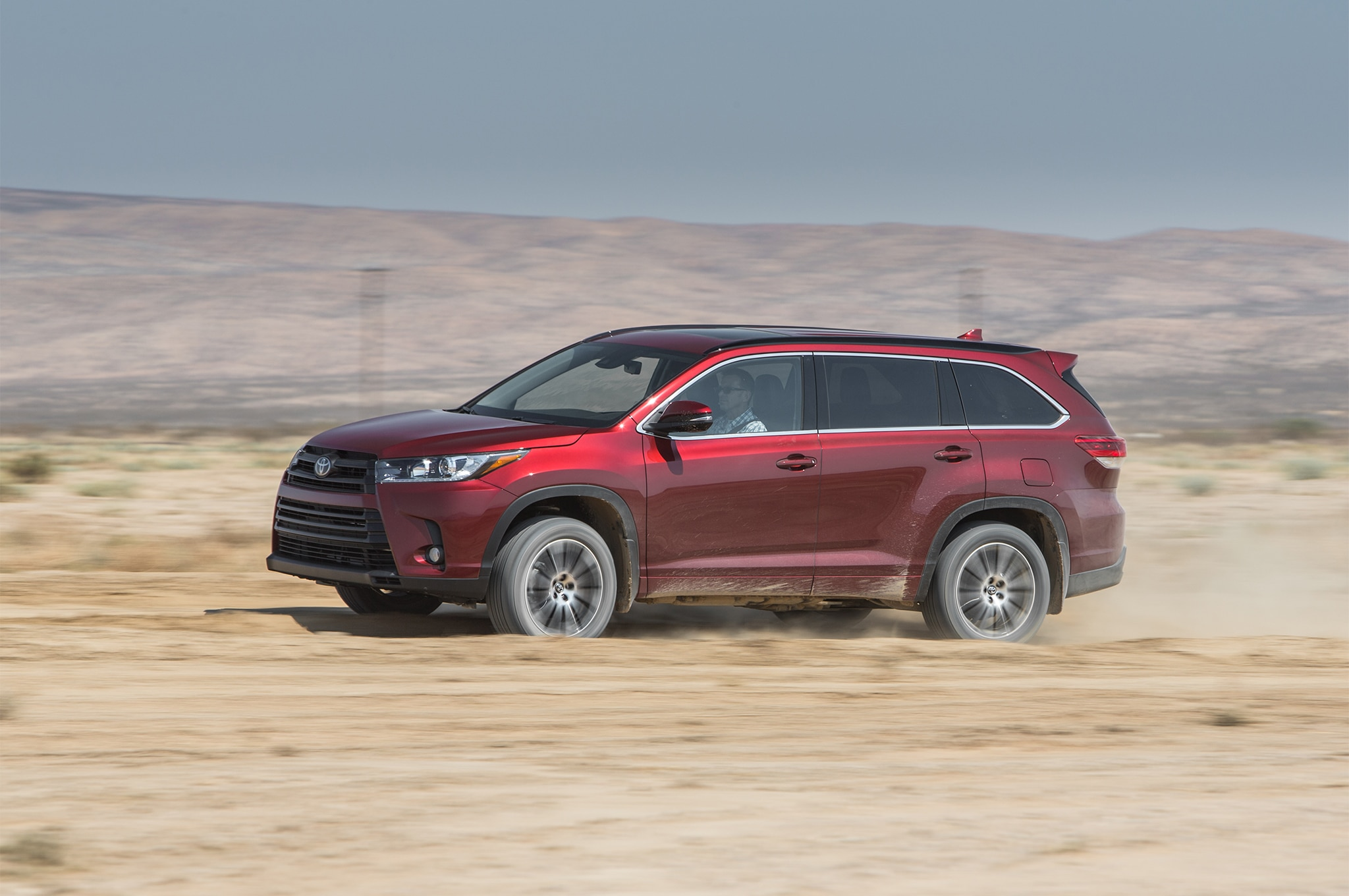 2017 Toyota Highlander SE AWD Side In Motion 1