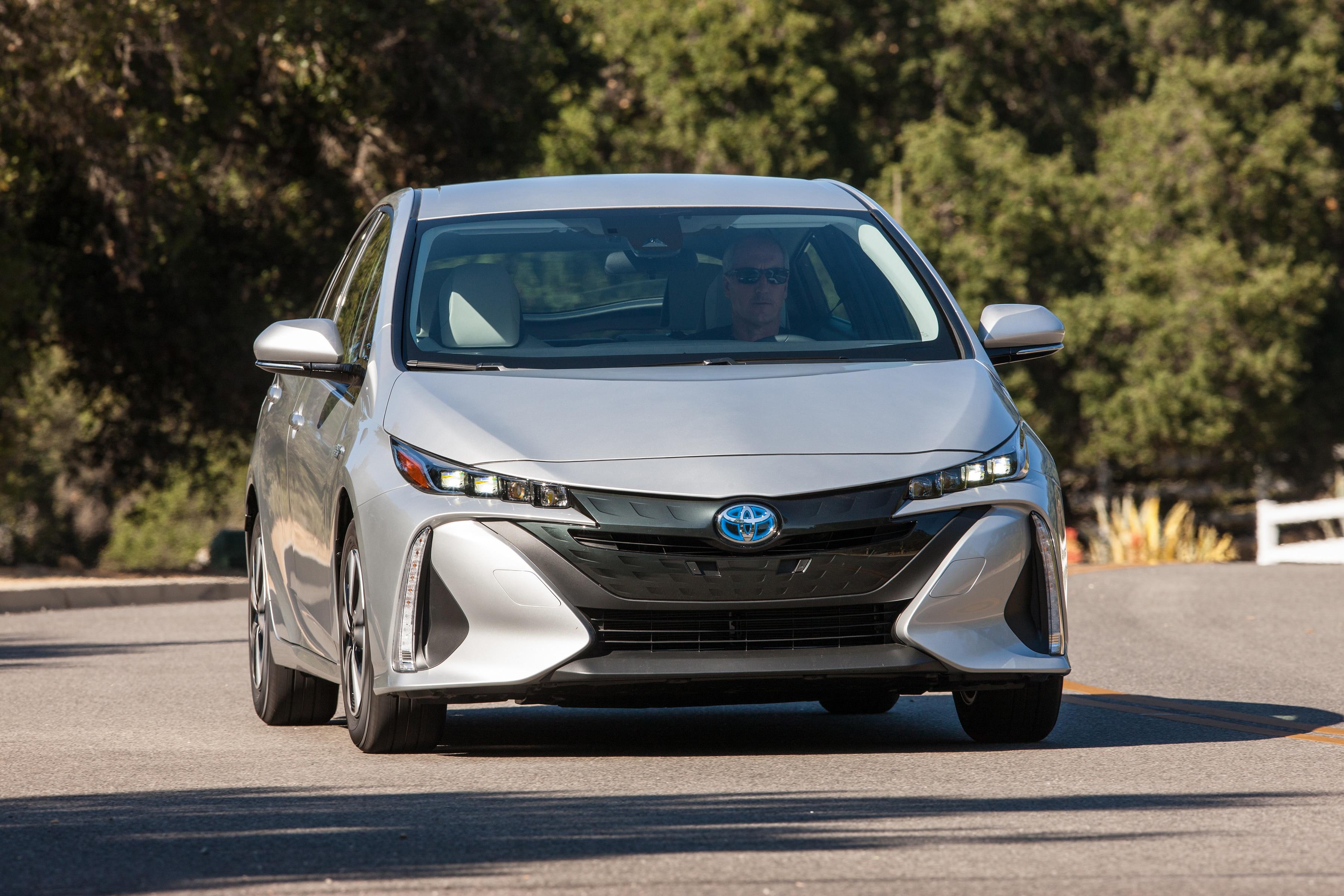 2017_Toyota_Prius_Prime_Premium_005