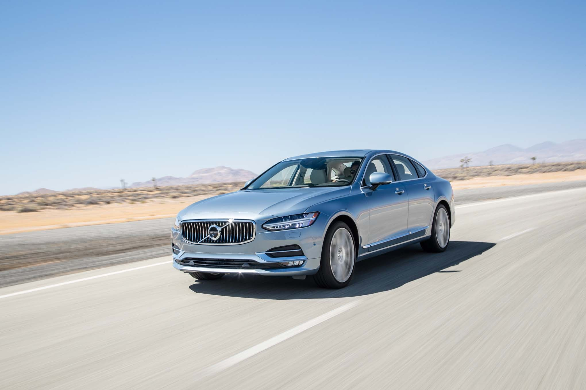 2017 Volvo S90 T6 AWD Inscription front three quarter in motion 02