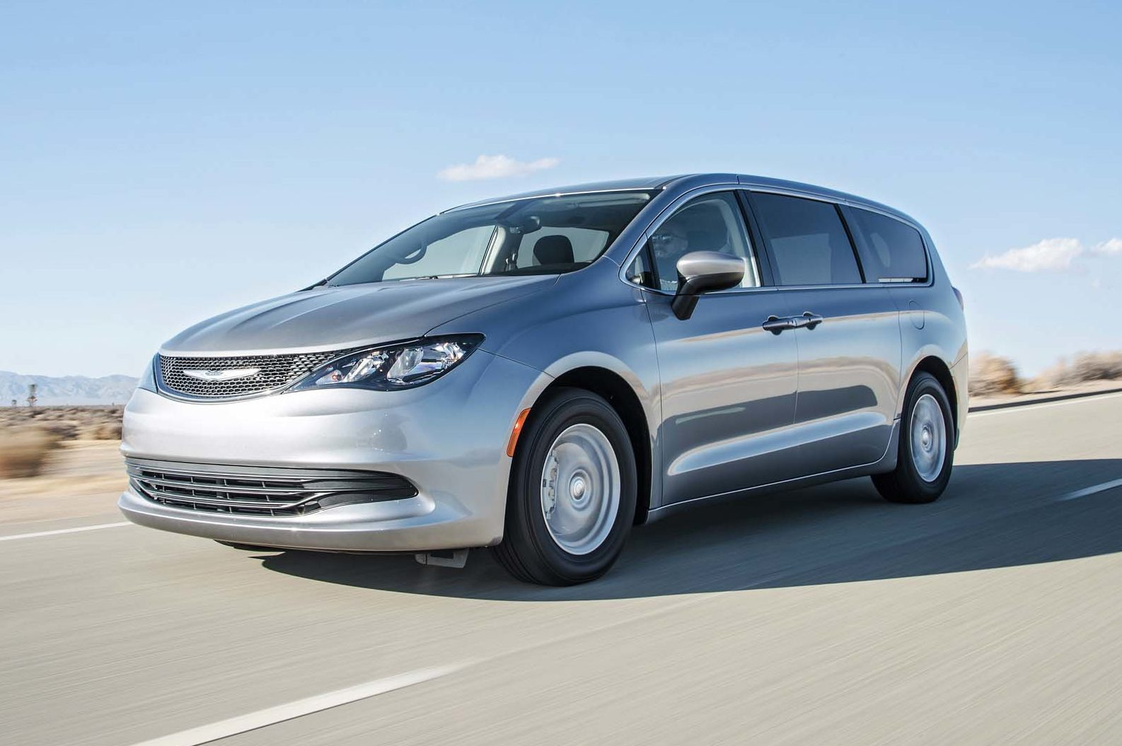2017 Chrysler Pacifica Limited Front Three Quarter In Motion 04 E1481227064169 2