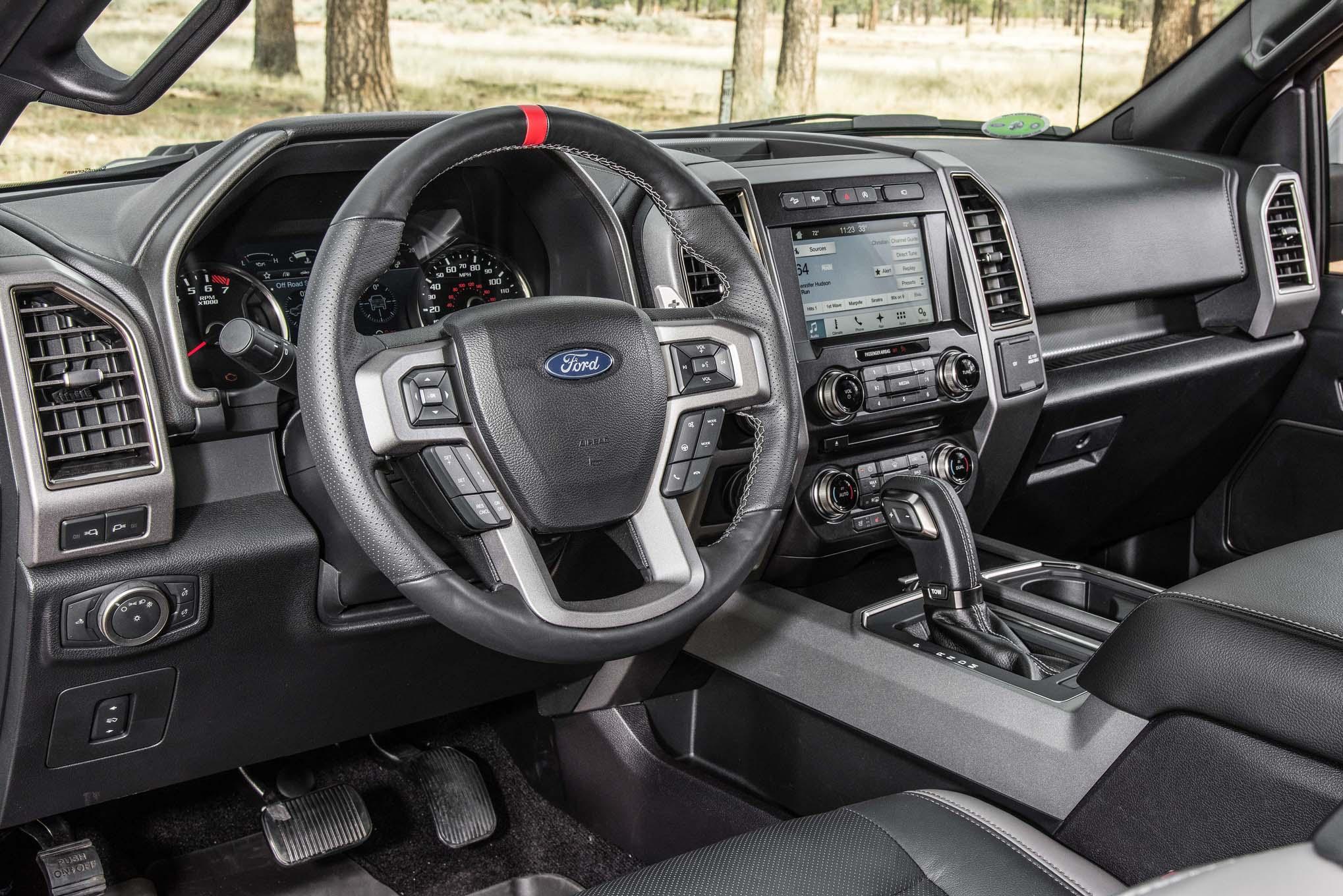 2017-Ford-F-150-Raptor-interior - Motor Trend en Español