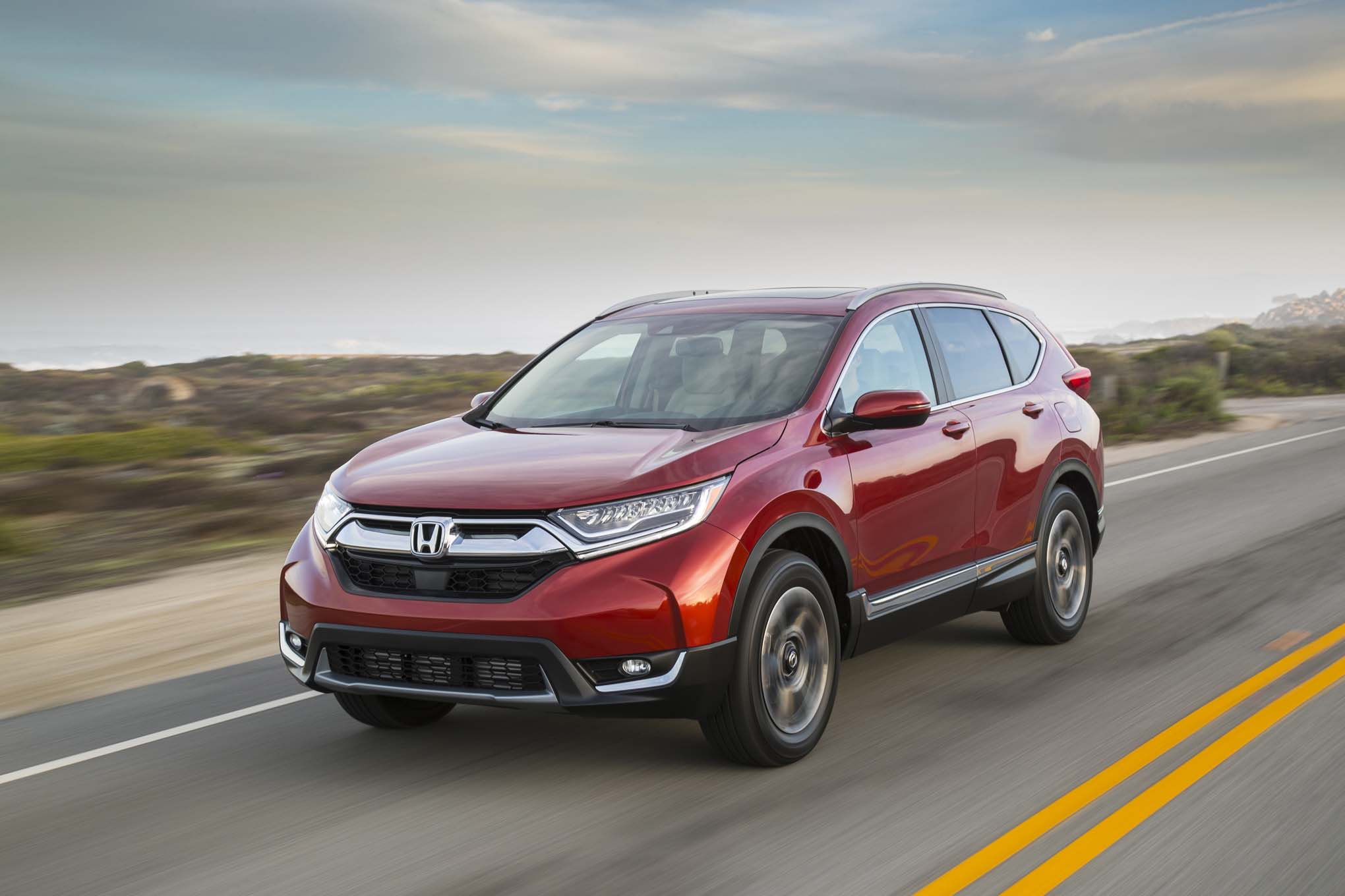 2017 Honda CR V front three quarter in motion 02