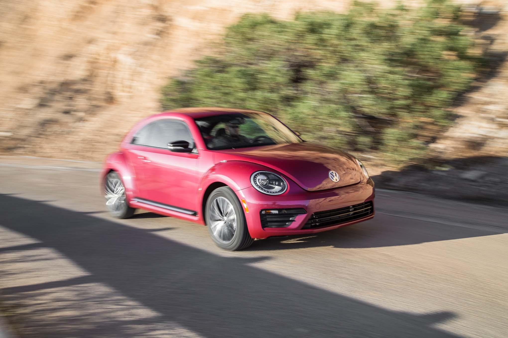 2017 Volkswagen PinkBeetle front three quarter in motion 02