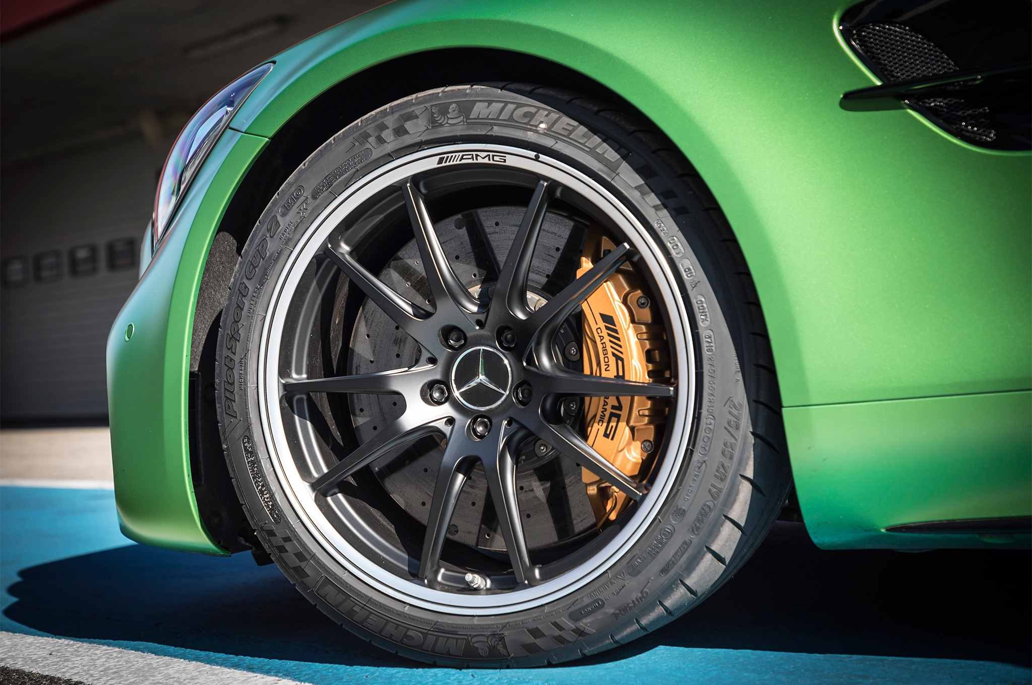 2018 Mercedes AMG GT R wheels 1