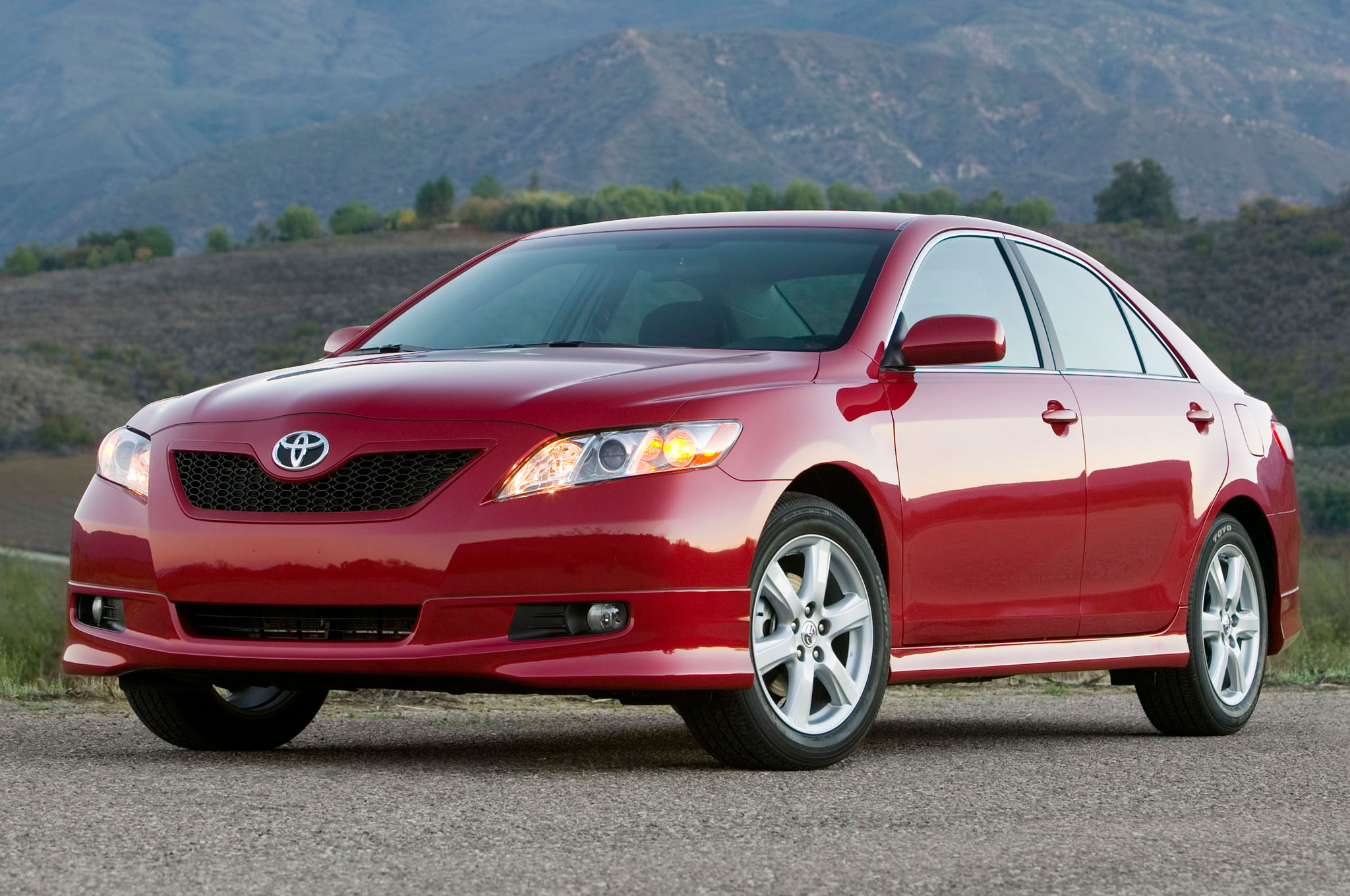 2007-Toyota-Camry-front-side-view