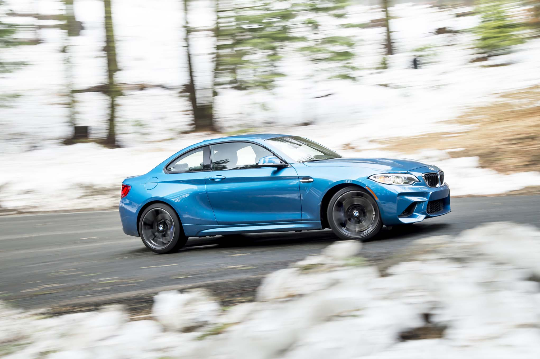 2016 BMW M2 side in motion