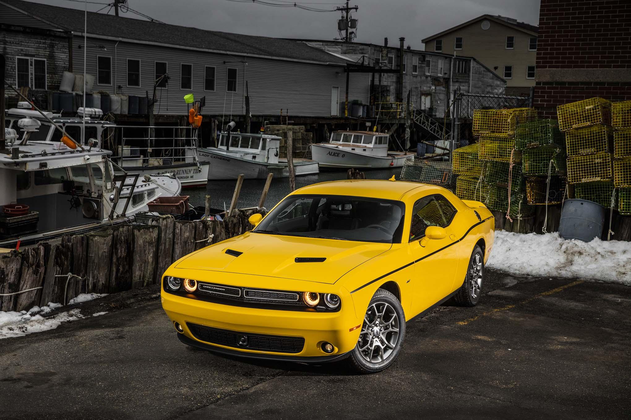 2017 Dodge Challenger GT front three quarter
