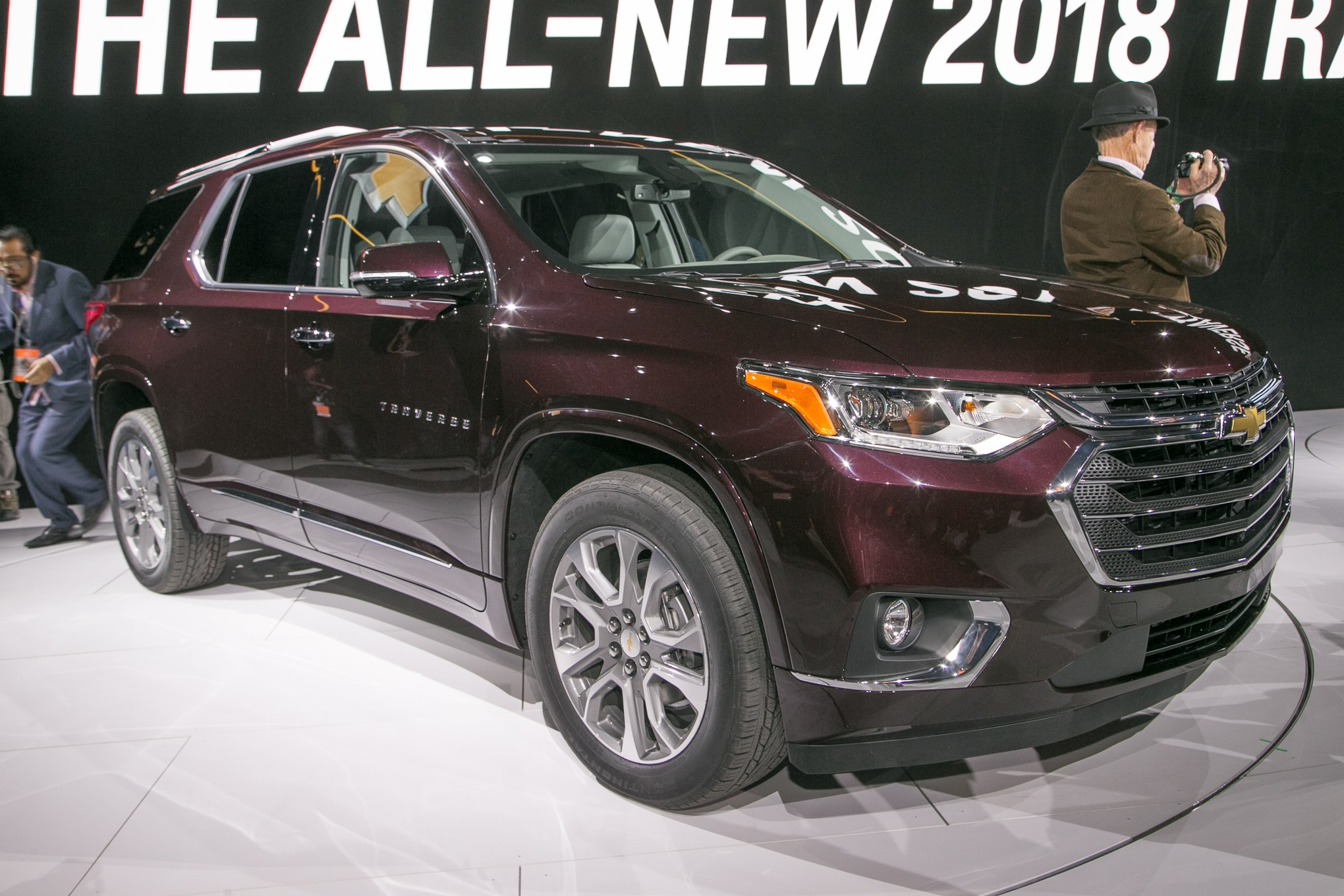 2018 Chevrolet Traverse Front Three Quarter 03