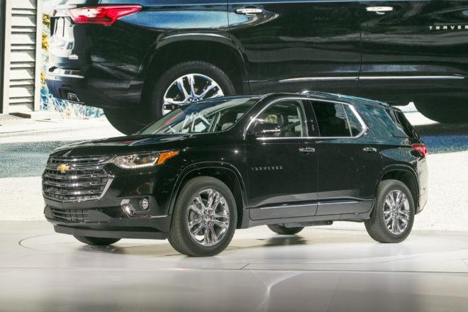 2018 Chevrolet Traverse front three quarter