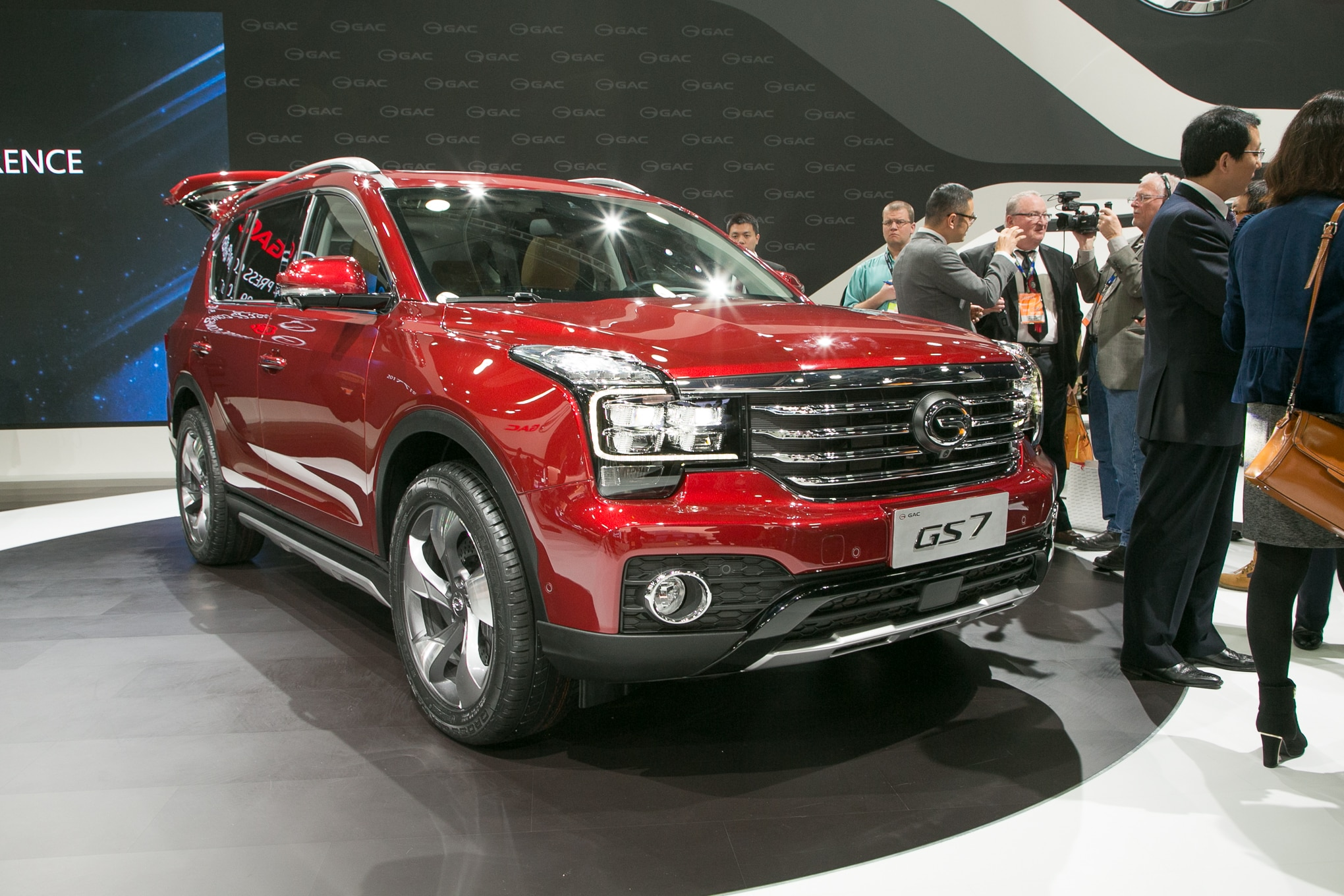 2018 GAC Trumpchi GS7 Front Three Quarter 1