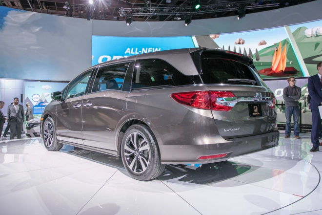 2018 Honda Odyssey rear three quarter 1