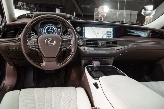 2018 Lexus LS 500 cockpit