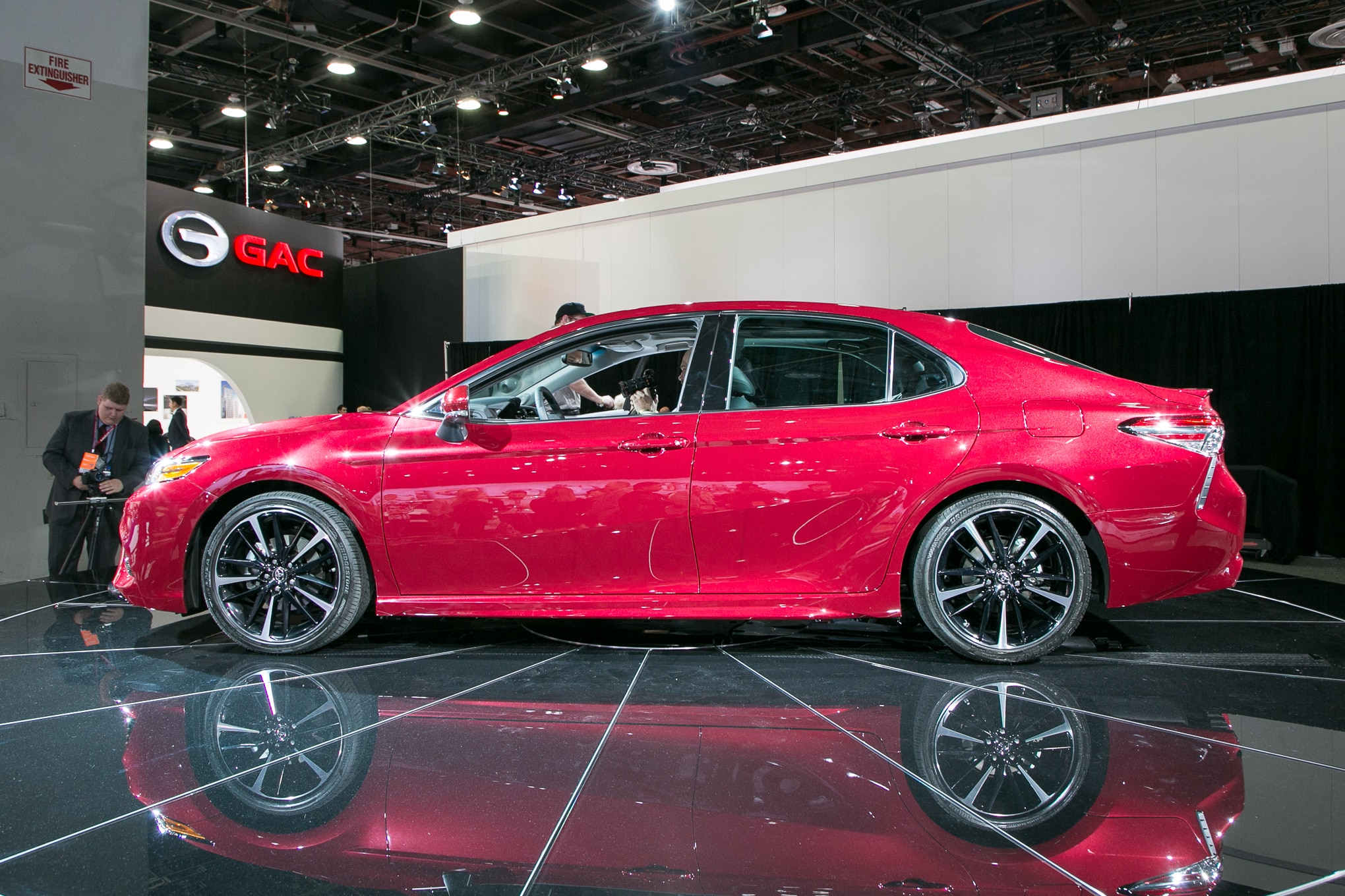 2018 Toyota Camry XSE side