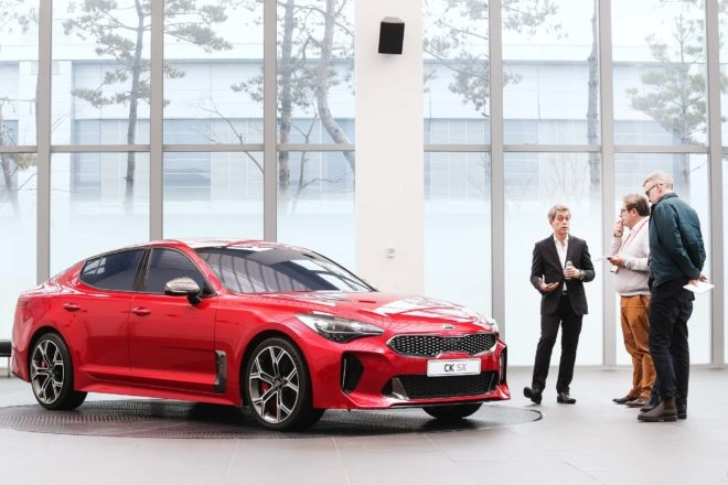Kia Stinger GT front three quarter 1