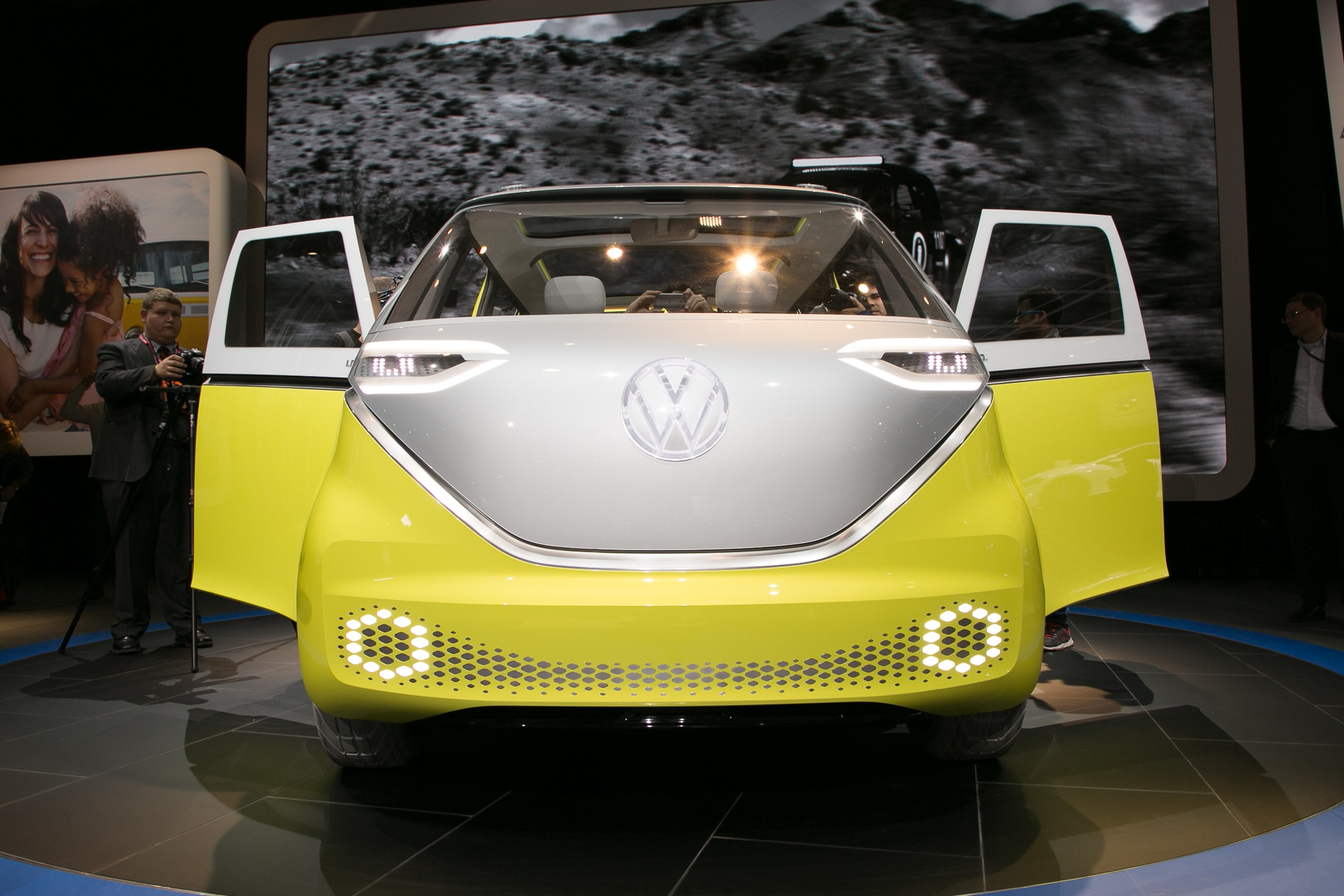 Volkswagen ID BUZZ Concept Front End 1 83