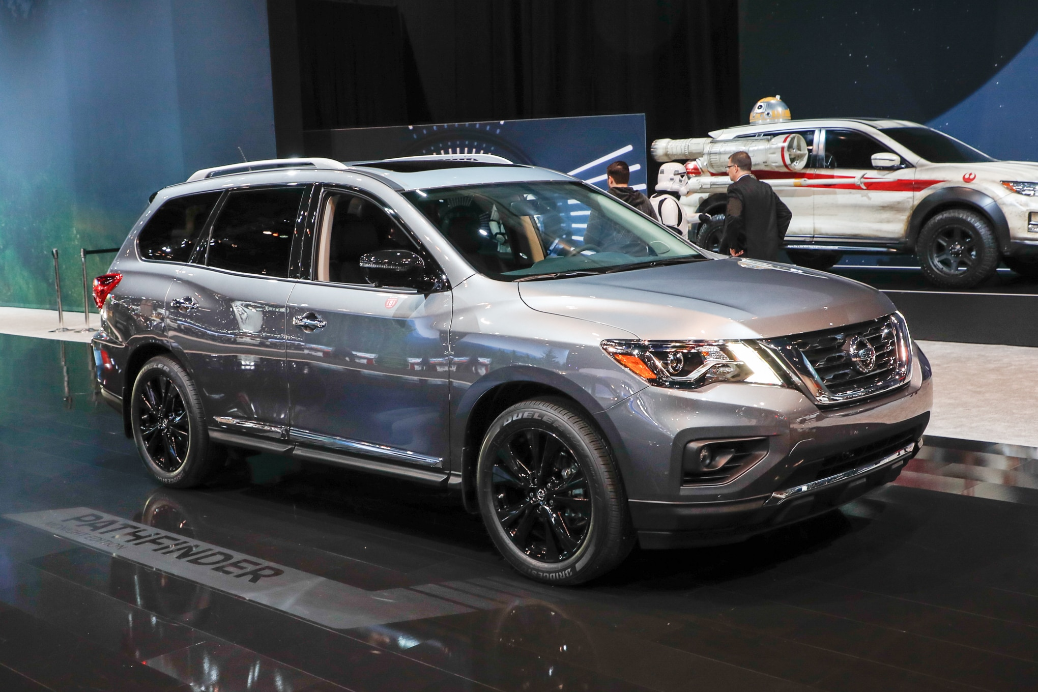 2017 Nissan Pathfinder Platinum Midnight Edition front three quarter 2