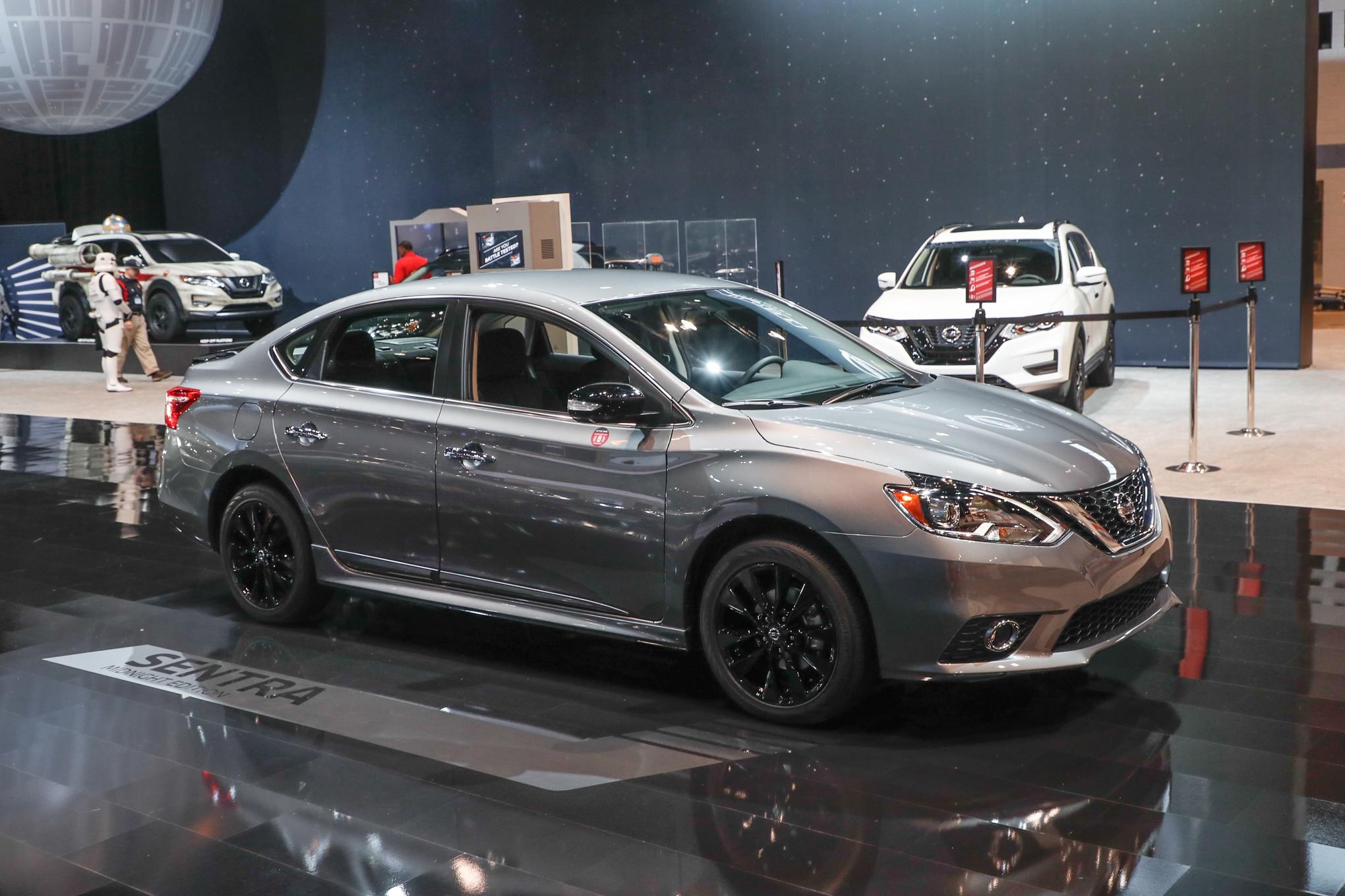 2017 Nissan Sentra SR Midnight Edition front three quarter 2