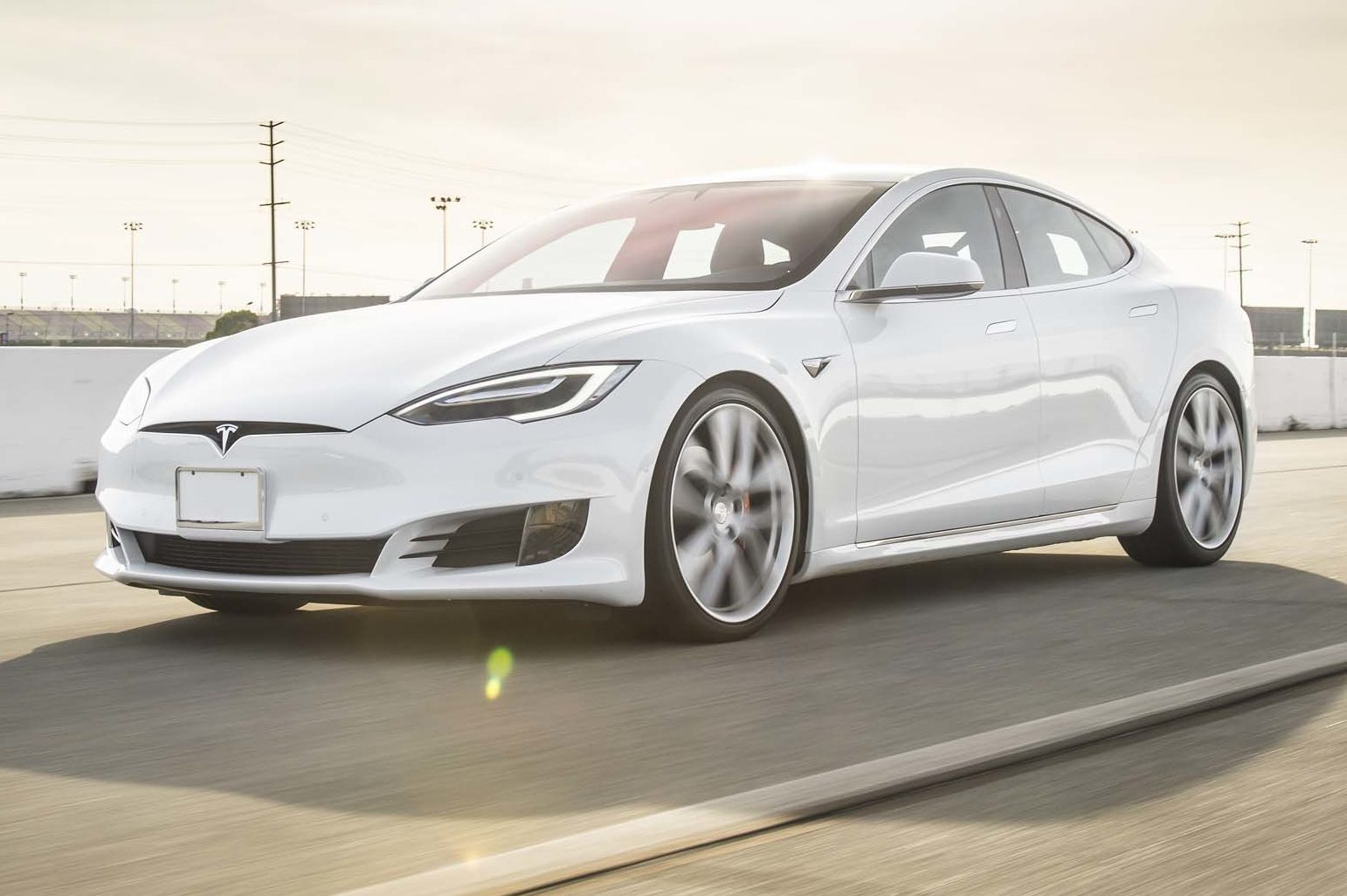 2017 Tesla Model S P100D Front Three Quarter In Motion 04 E1486420474311