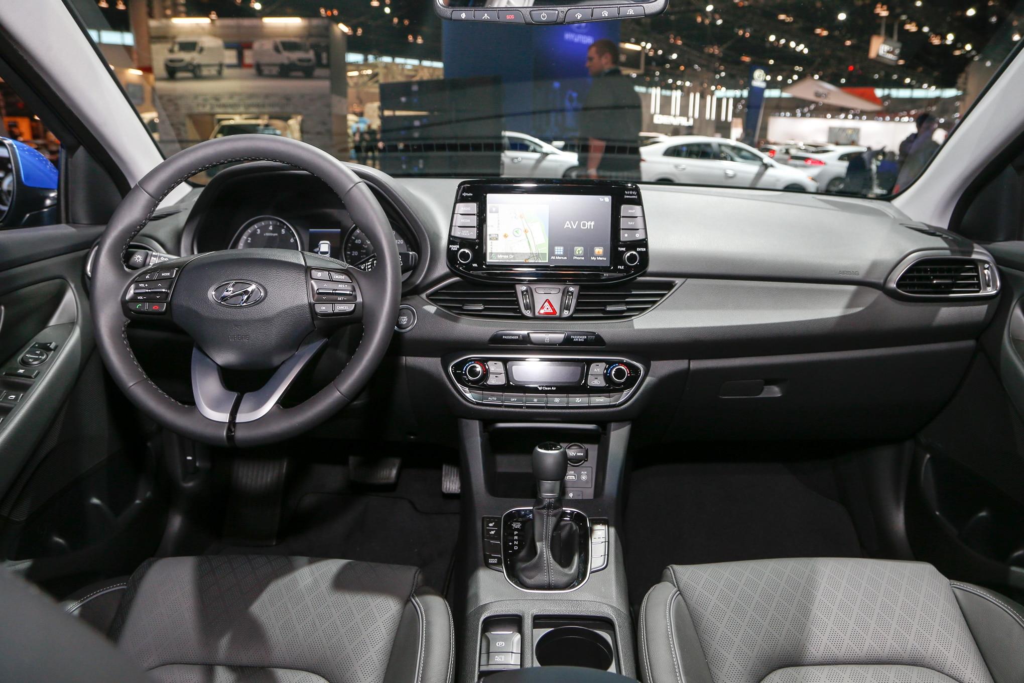 2018 Hyundai Elantra Gt Hatchback Interior View 2 Motor Trend En Espa Ol
