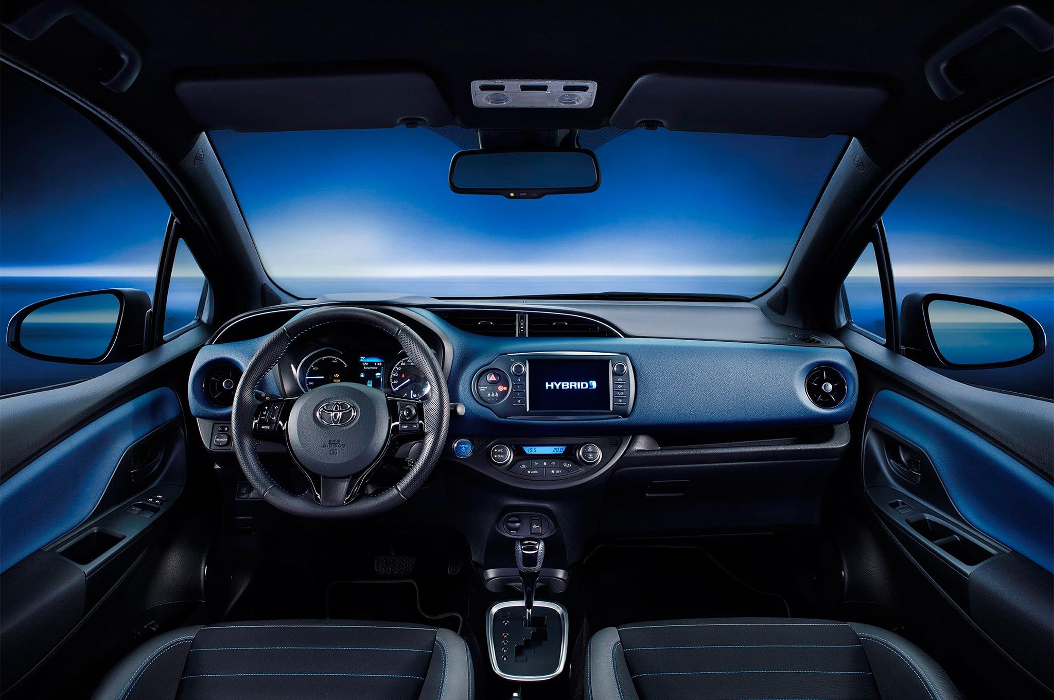 Toyota yaris recibe cambios en ginebra motor trend en for Interior yaris 2017